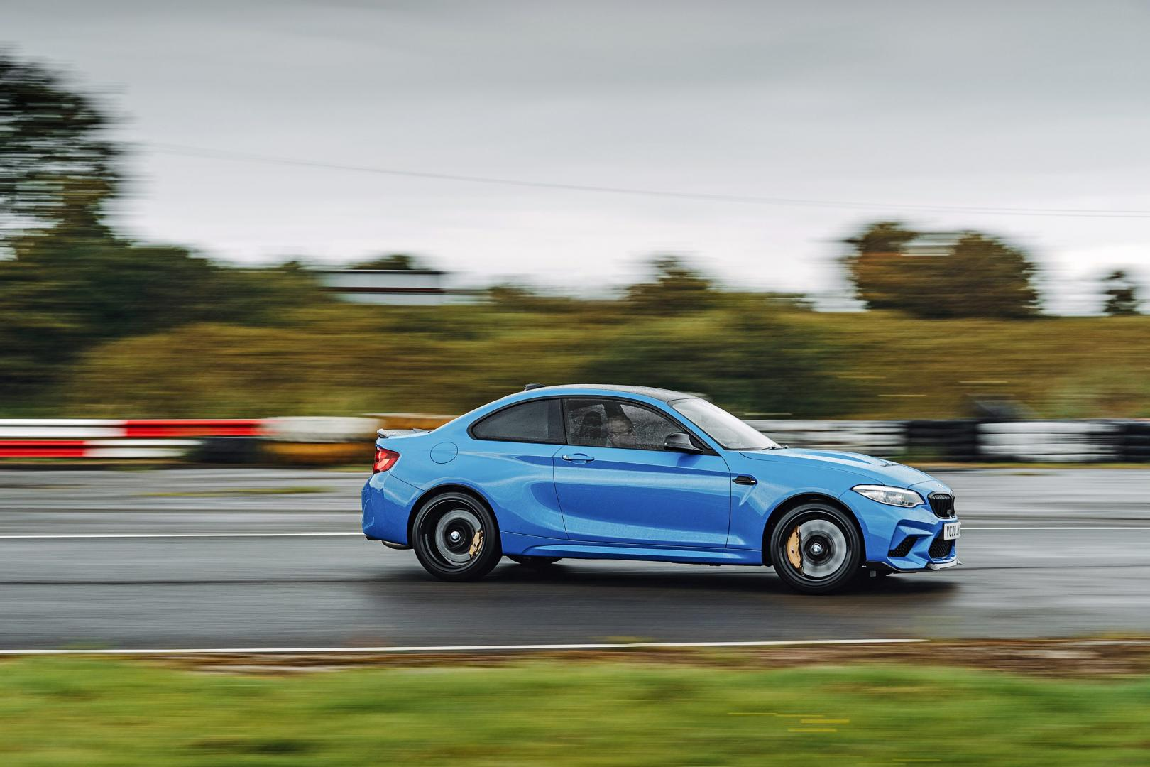 BMW M2 CS drift zijkant