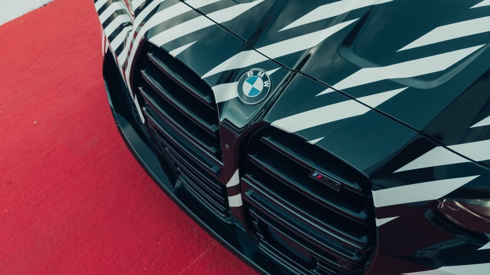 BMW M4 G82 met camouflage in de pitsstraat van Spielberg