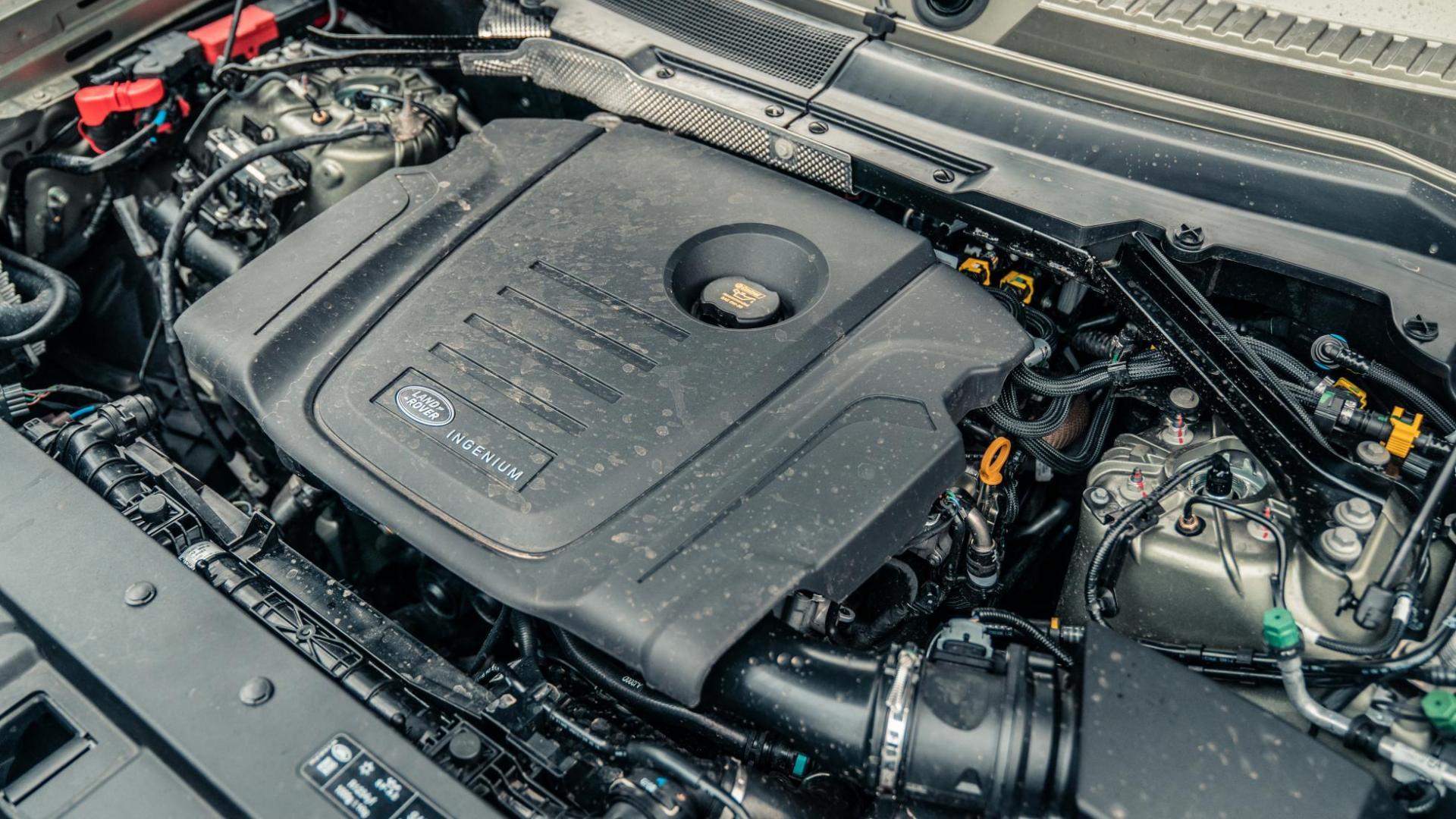 Motor Land Rover Defender D240 SE