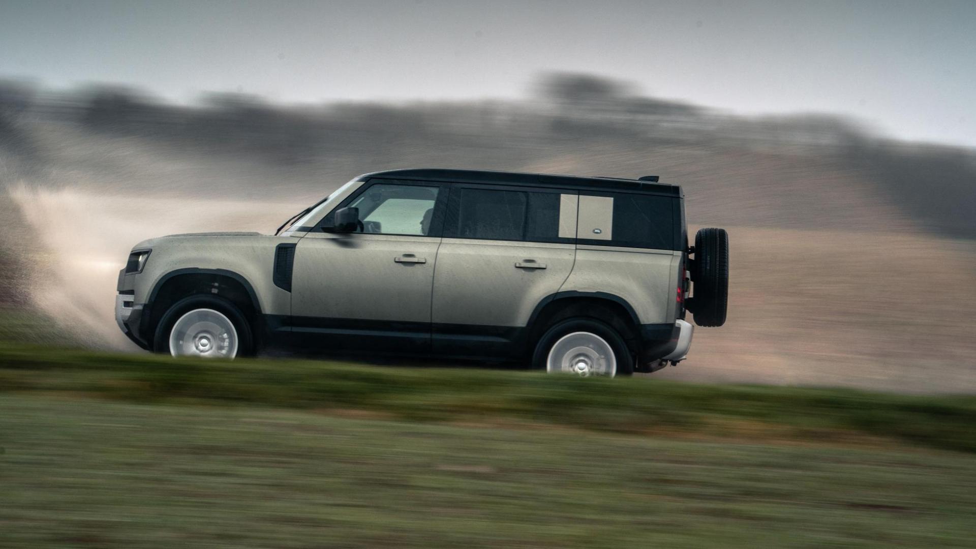 Zijkant Land Rover Defender D240 SE
