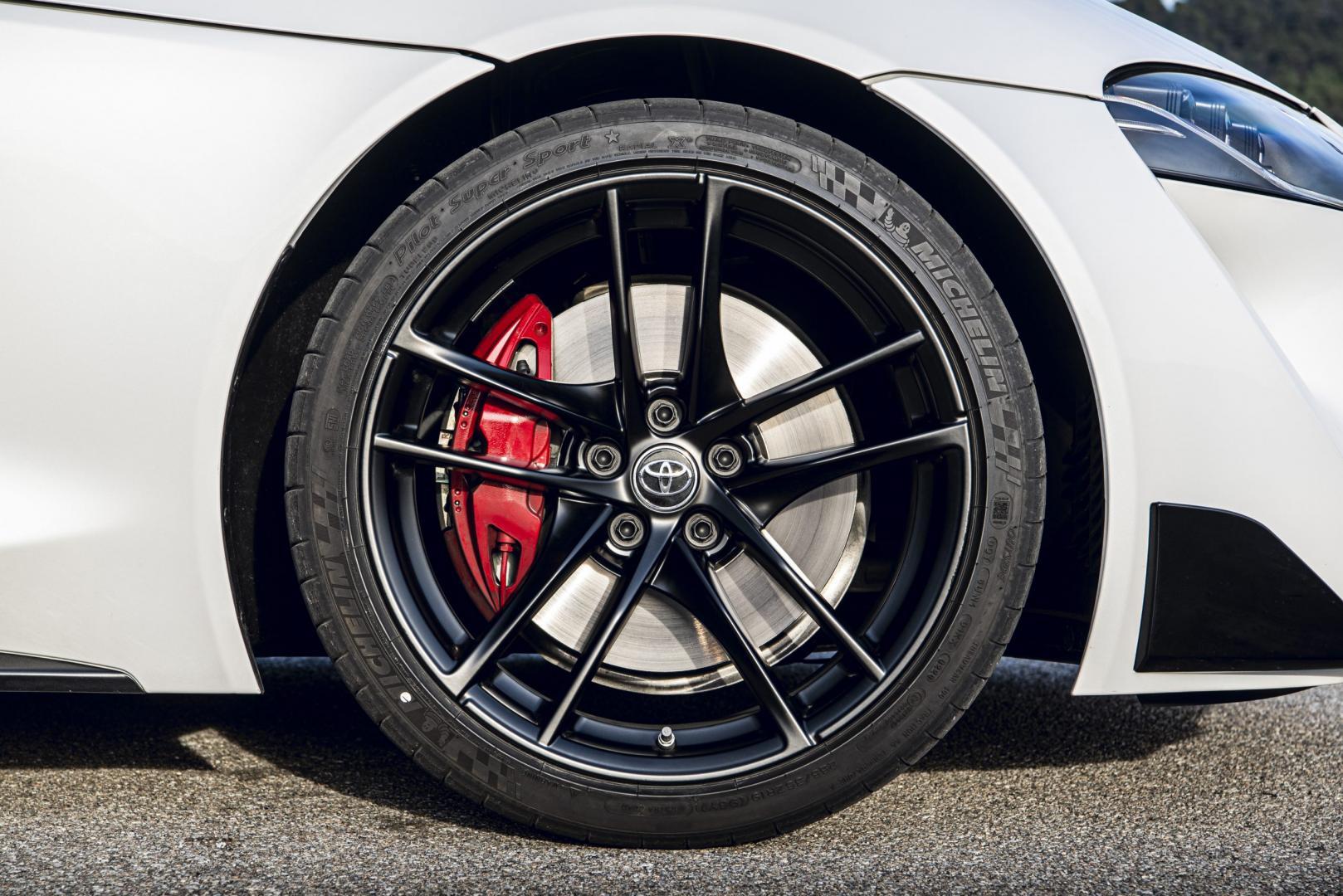 Wielen en remmen Toyota gr Supra 2.0 Launch