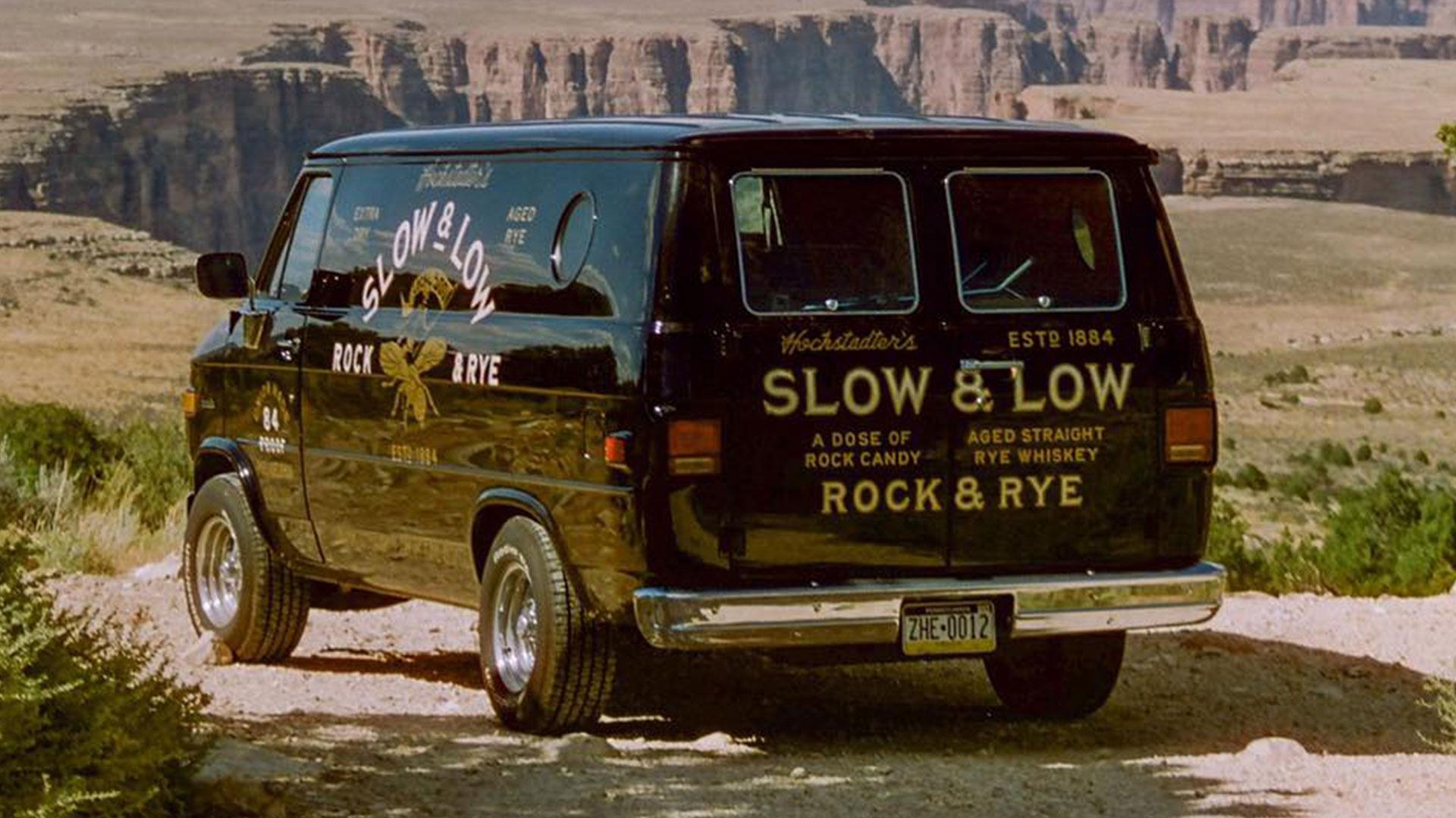 Chevrolet G20-bus voor Slow and Low Roadtrip