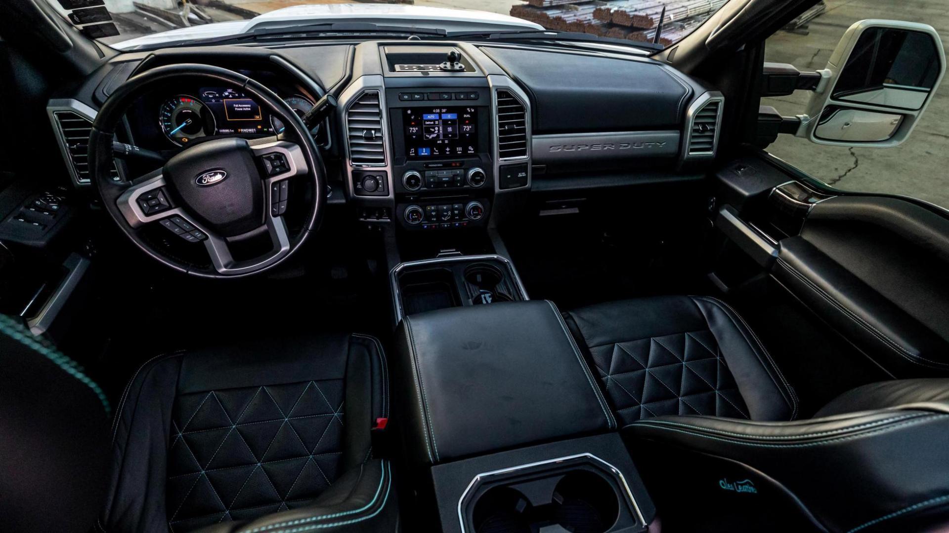 Verhoogde Ford F-250 door Elite Customs voor SEMA toeter