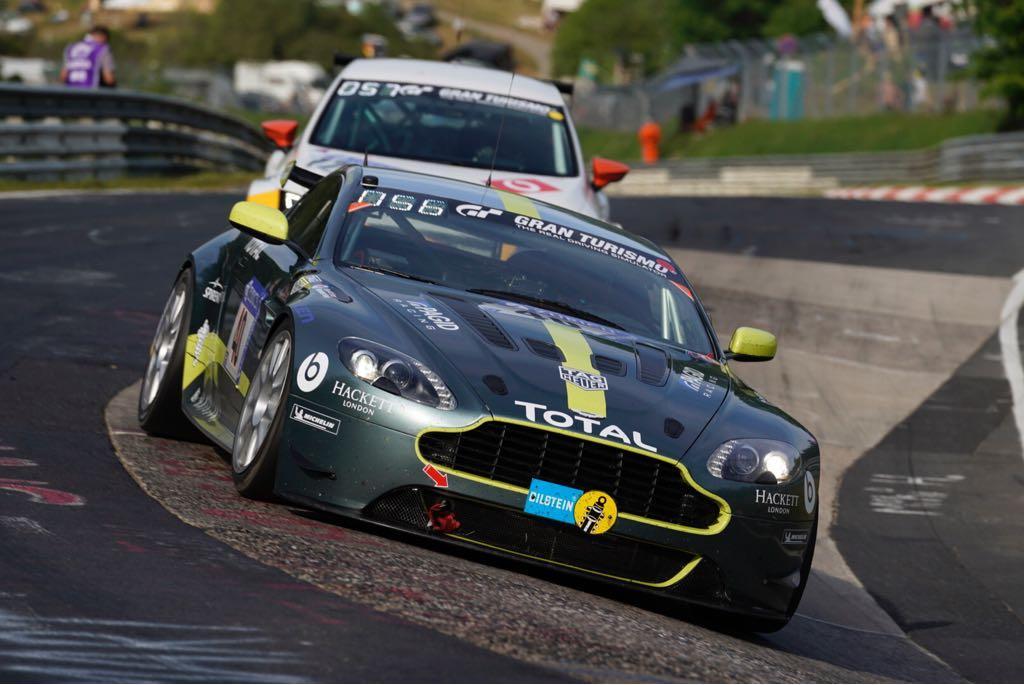 Aston Martin-trio