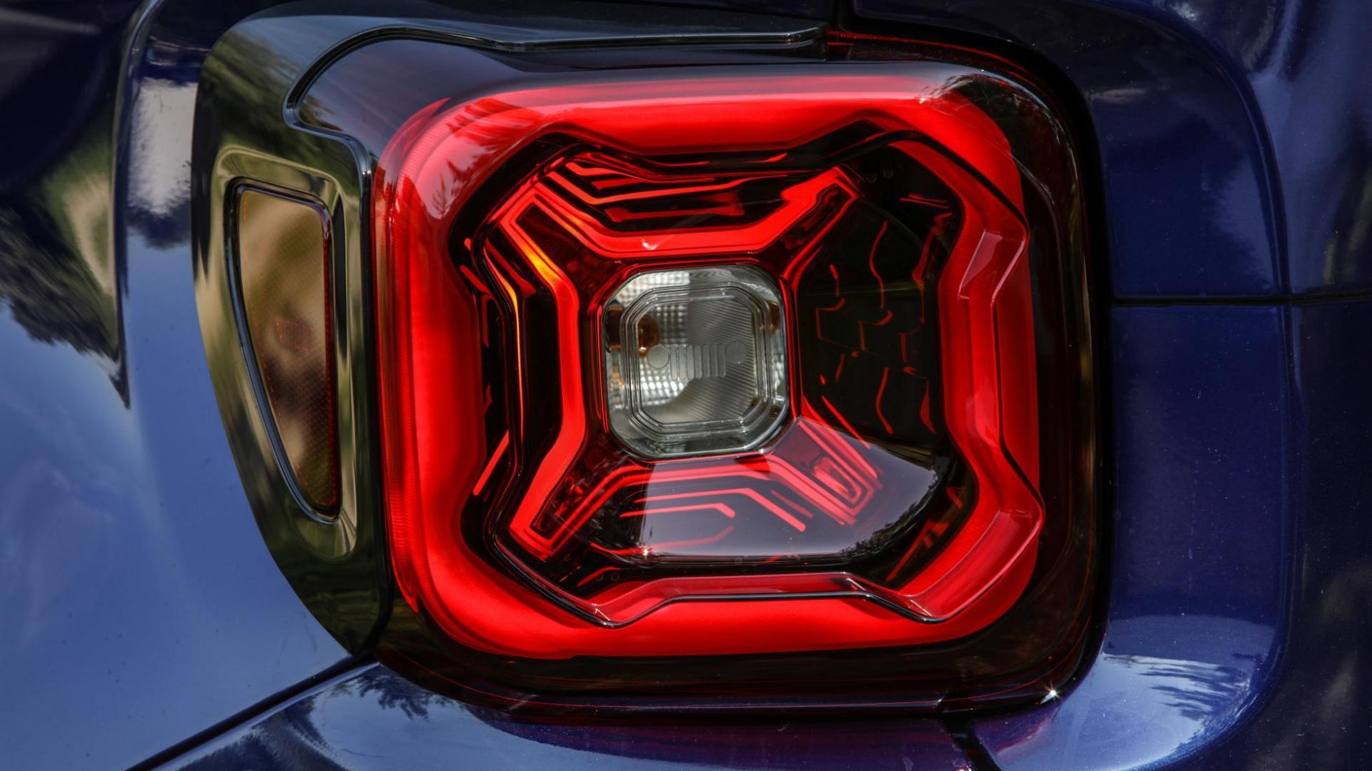 Jeep Renegade S 4xe achterlicht