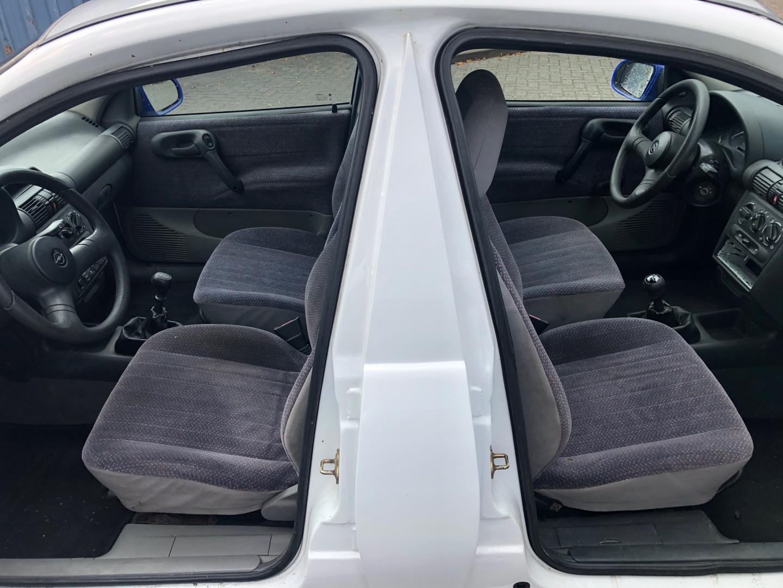Opel Corsa met twee voorkanten