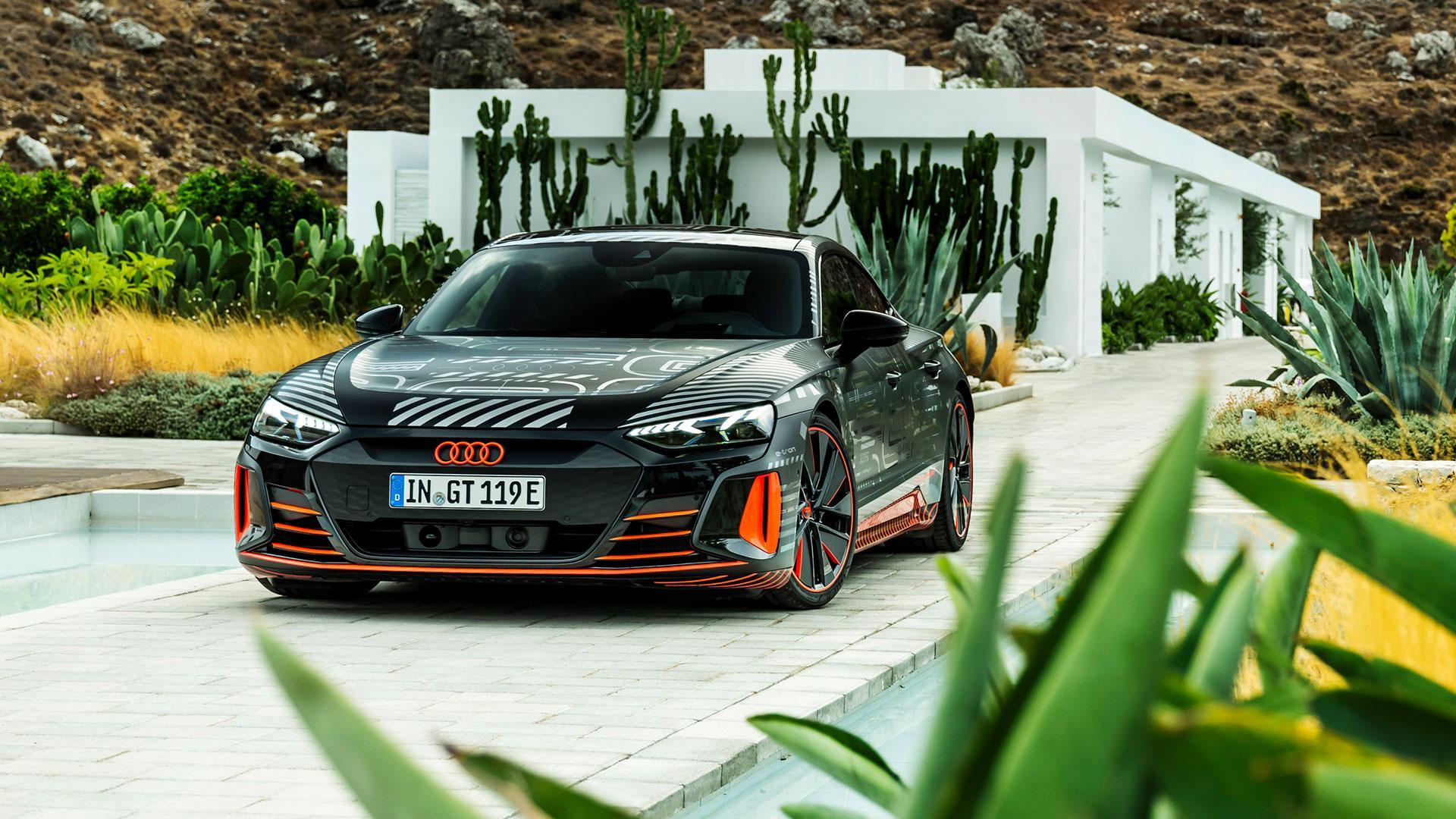 Audi RS e-tron GT (2020) bij een villa