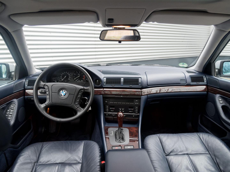 BMW 750i V12 E38