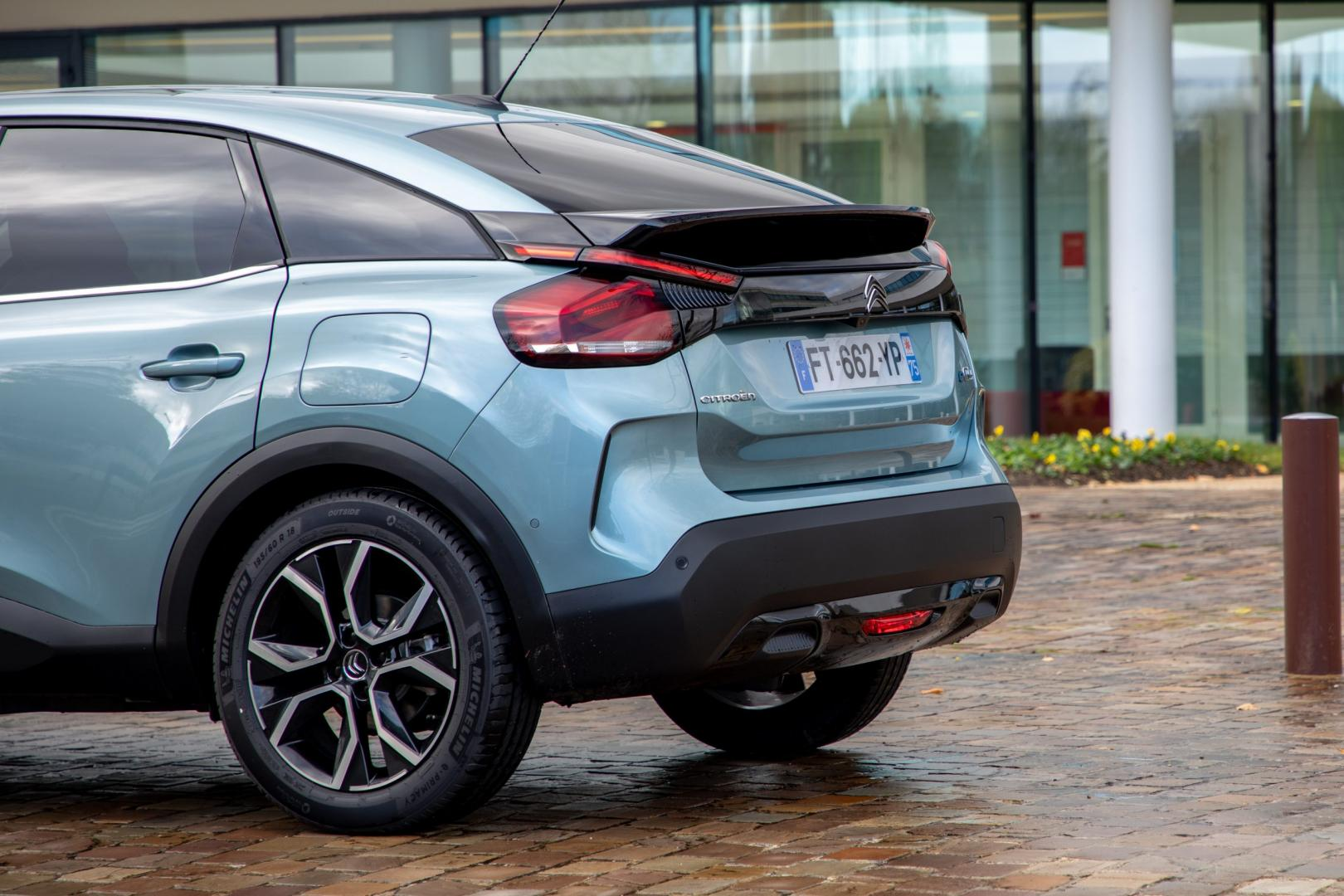 Achterkant Citroën ë-C4 Shine