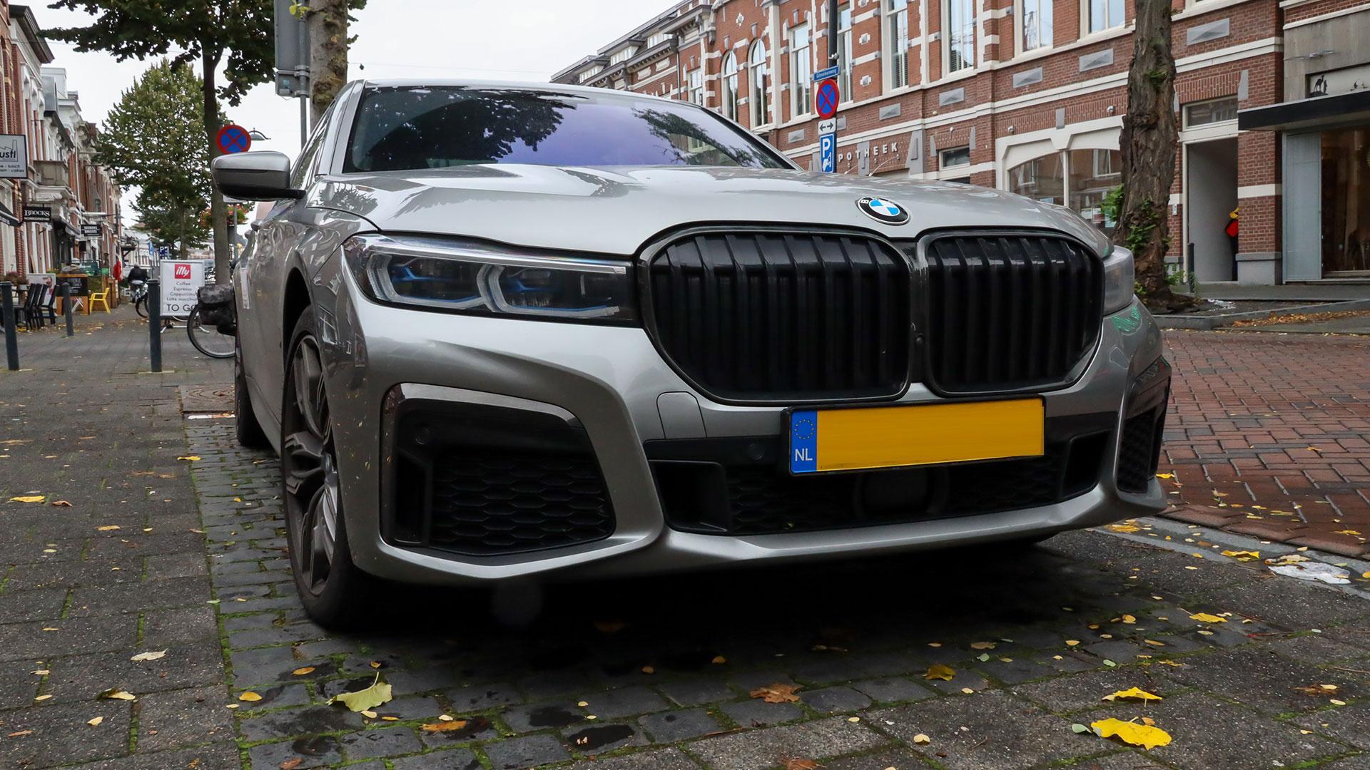 De duurste BMW in Nederland van 2020 M760Li in het grijs