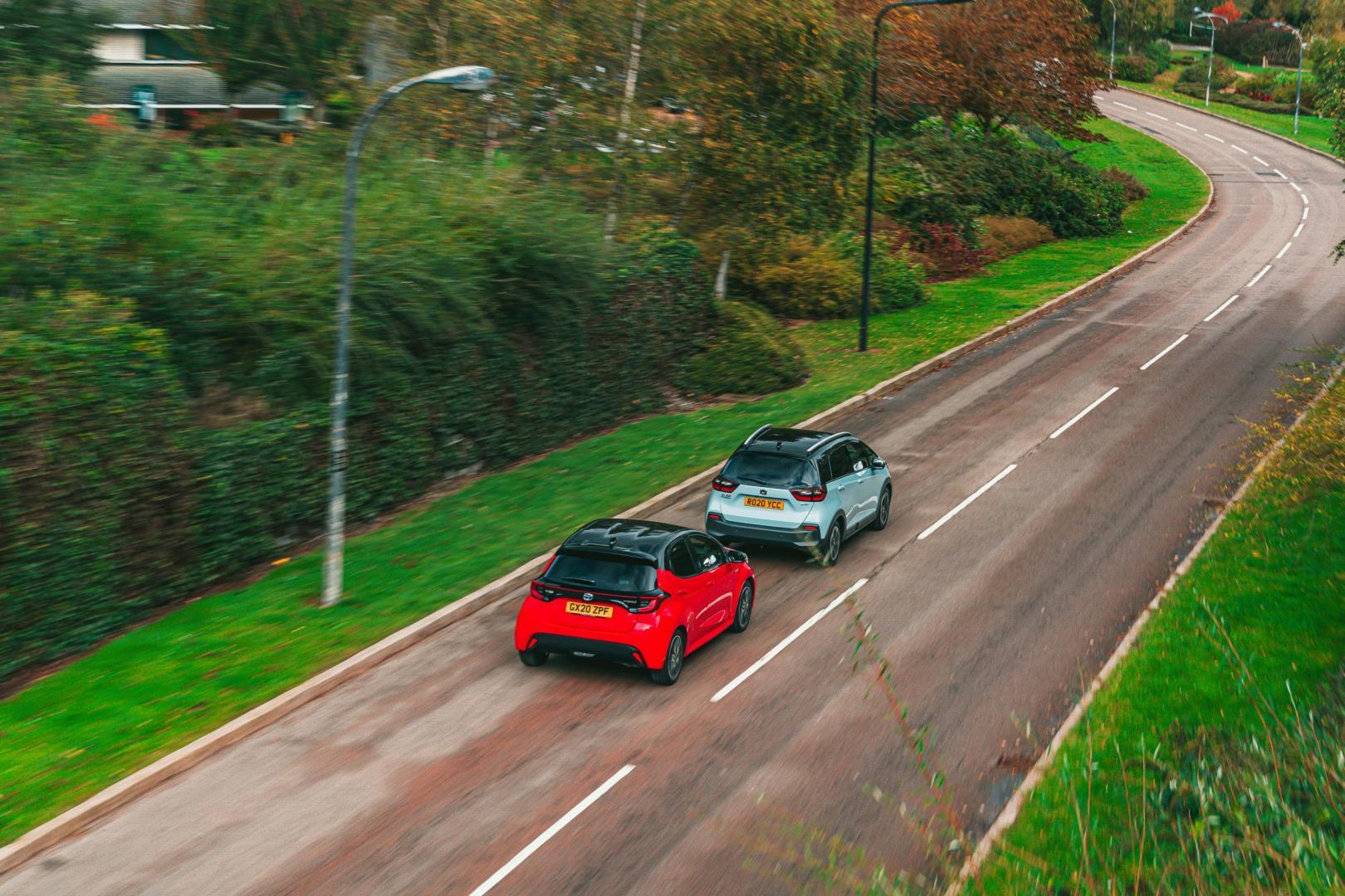 Honda Jazz eCVT Crosstar vs Toyota Yaris 1.5 Hybrid