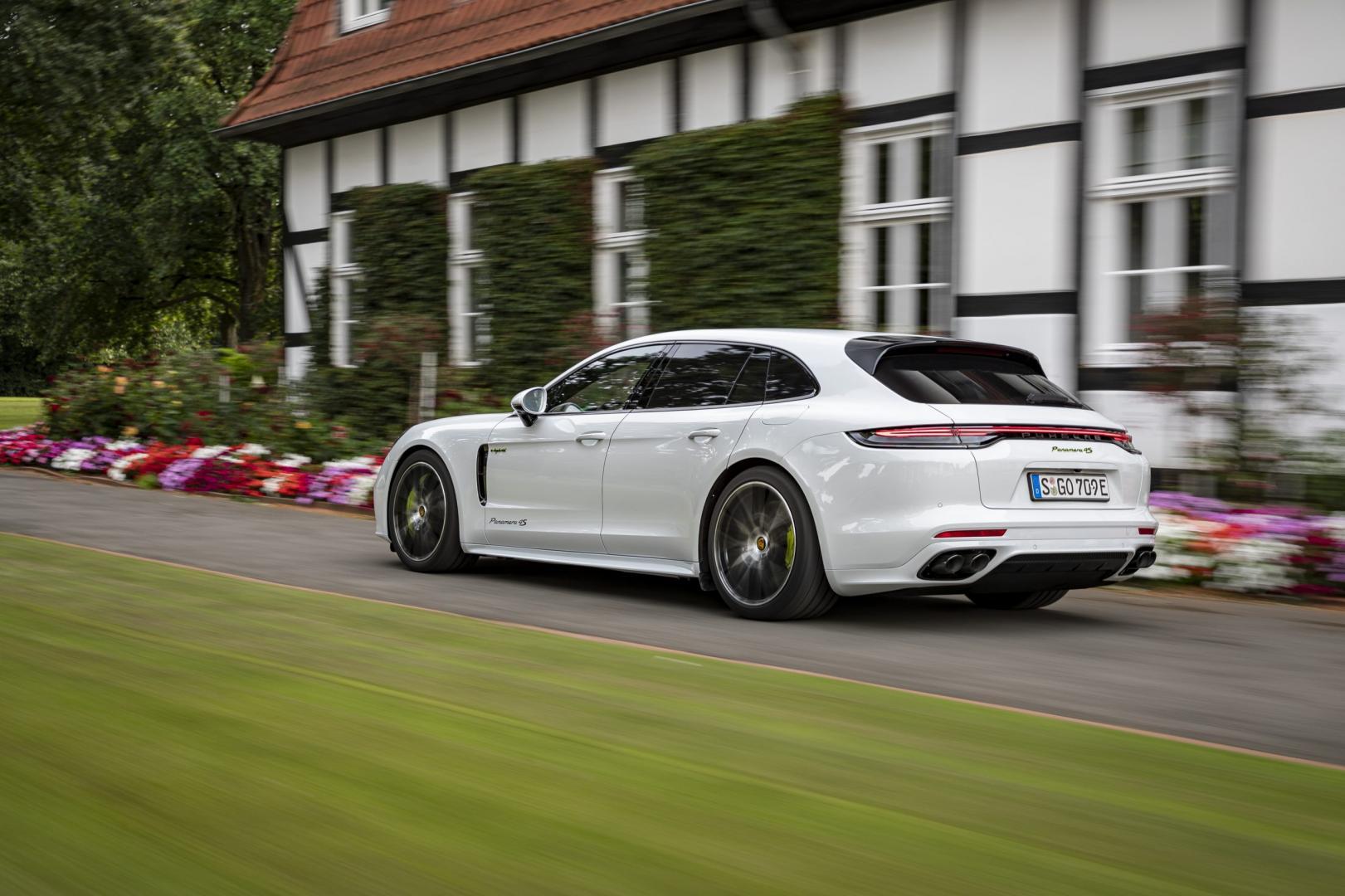 Voorkant Porsche Panamera 4S E-Hybrid Sport Turismo