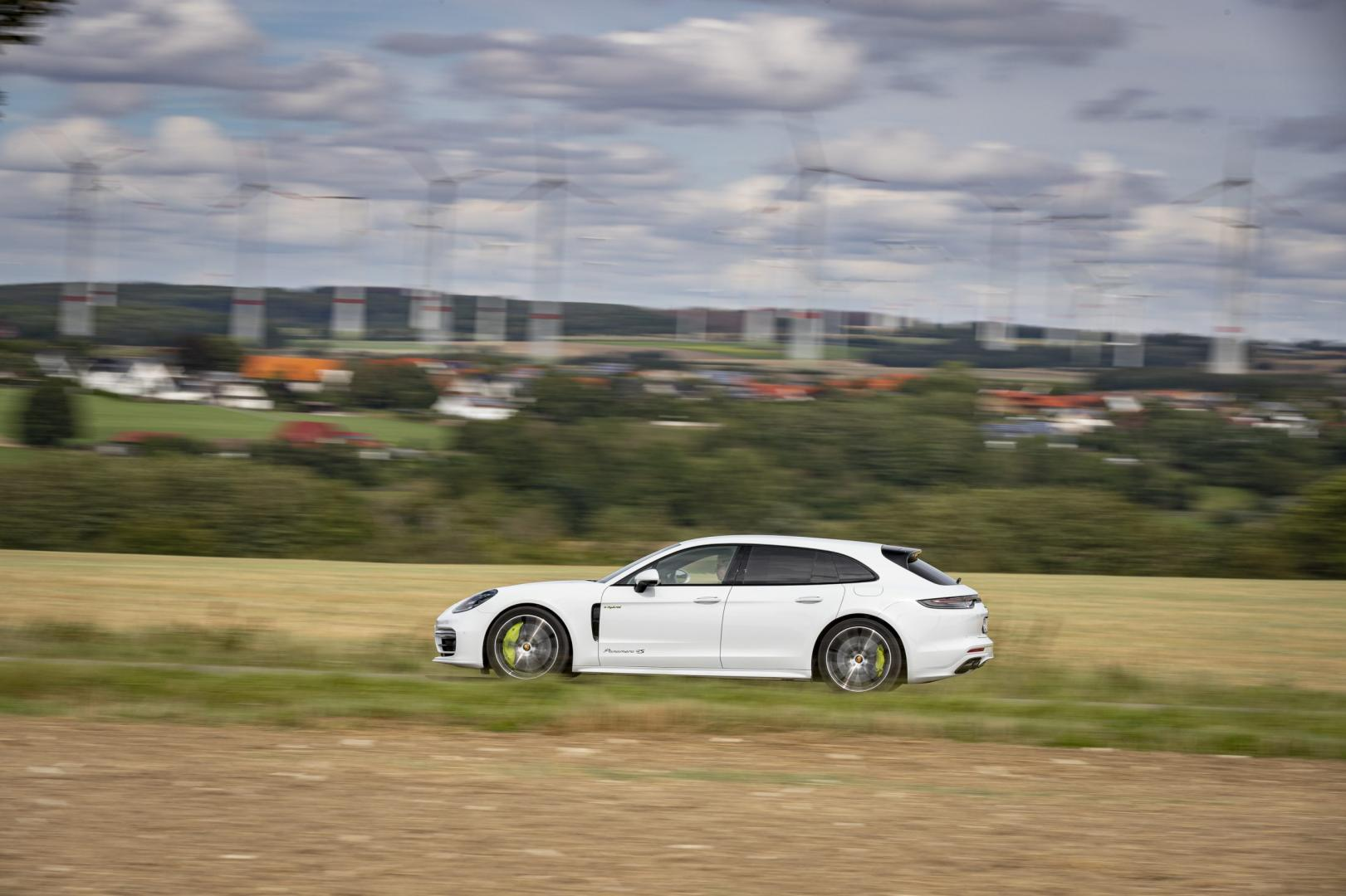 Zijkant Porsche Panamera 4S E-Hybrid Sport Turismo