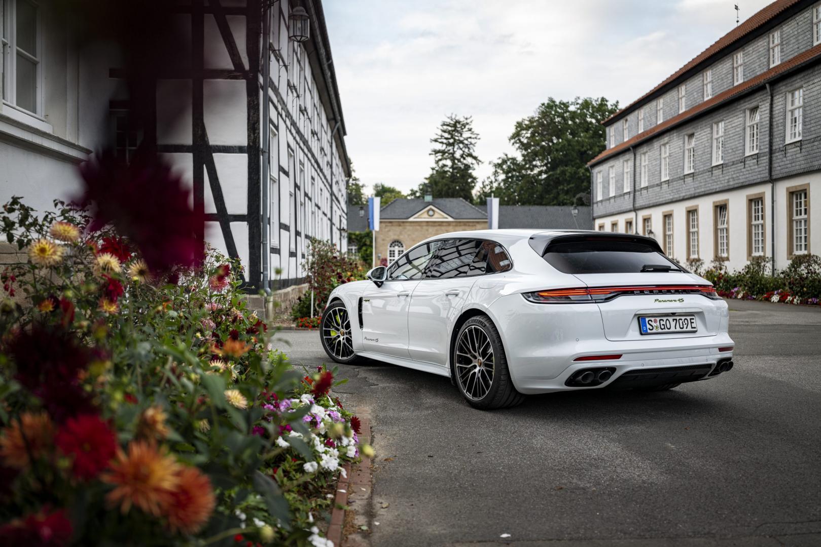 Achterkant Porsche Panamera 4S E-Hybrid Sport Turismo