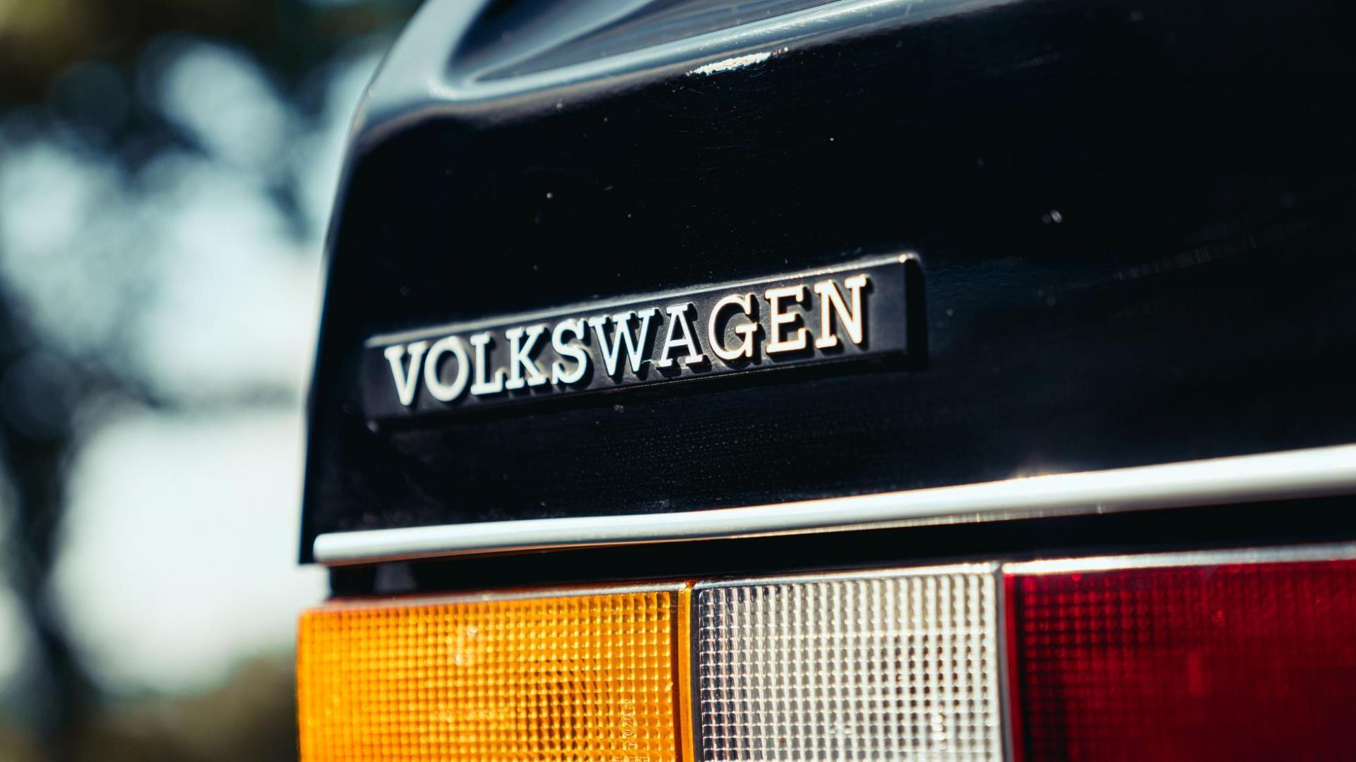 Badge op de Volkswagen Golf GL uit 1982