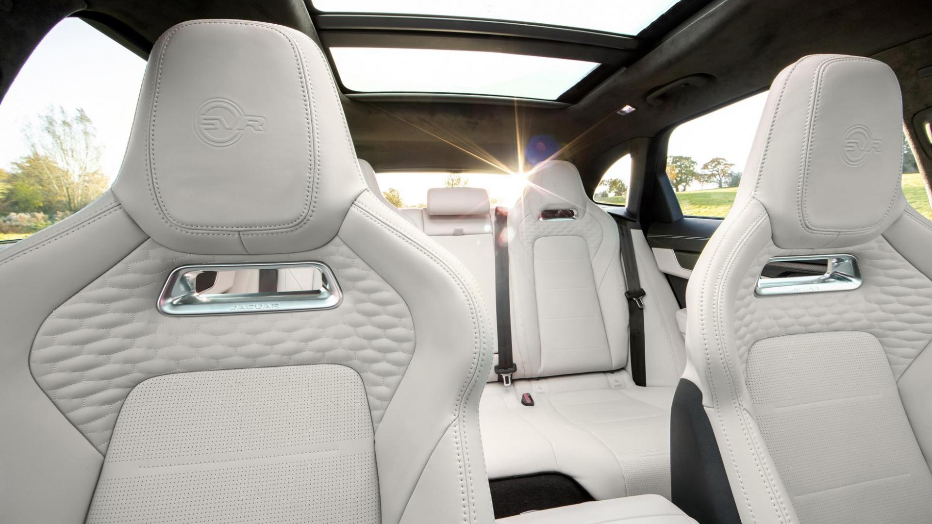Interieur Jaguar F-Pace SVR facelift 2020