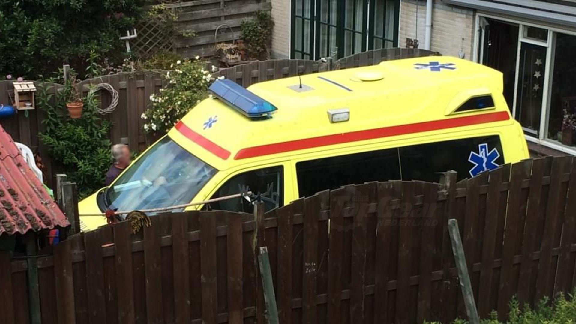 Ambulance in de achtertuin