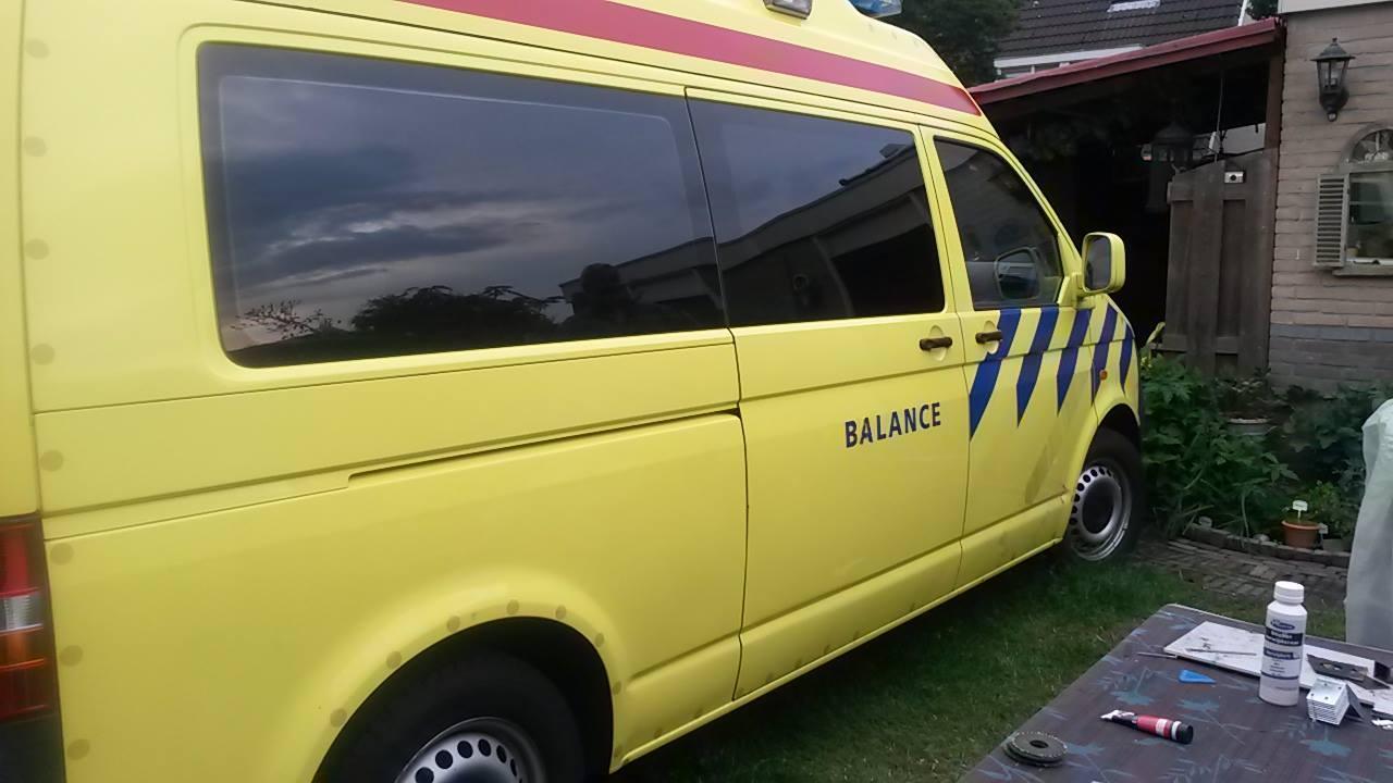 Volkswagen Transporter Ambulance omgebouwd tot camper