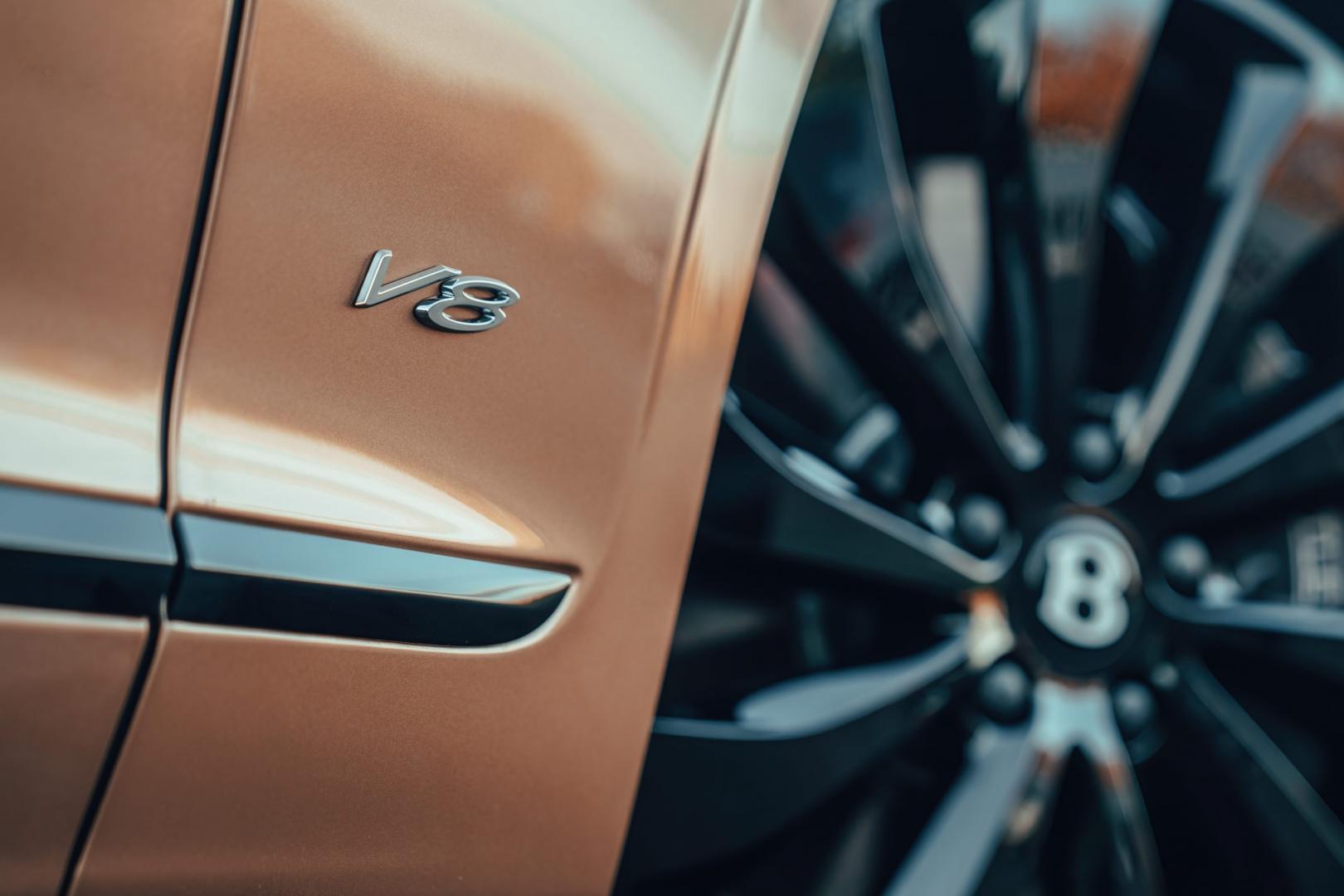 V8-badge Bentley Flying Spur V8
