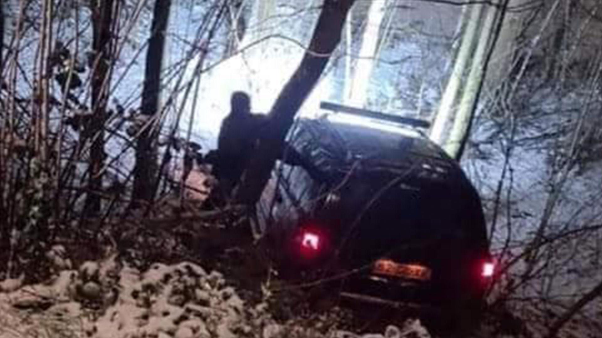 Jeep Cherokee in de greppel