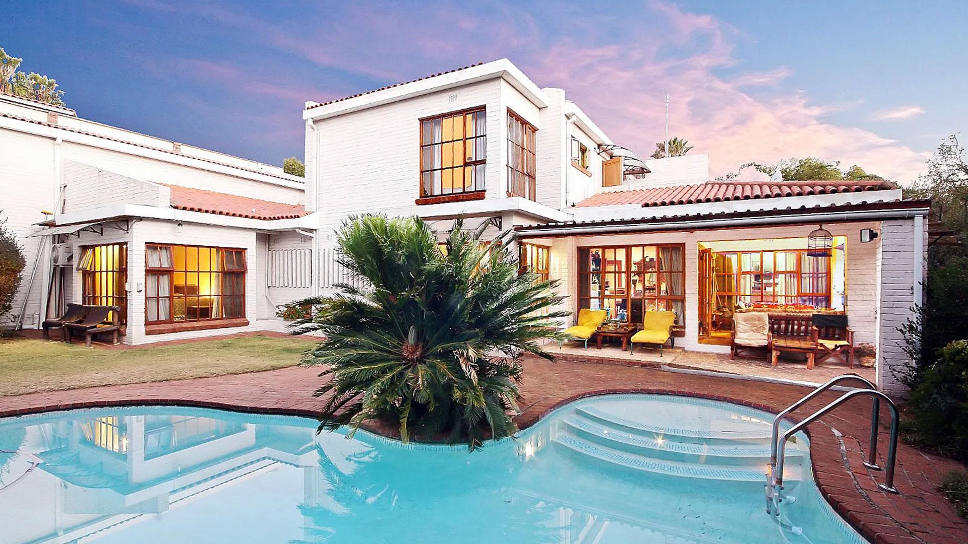 Emigreren? Huis met flinke garage voor 265.000 euro