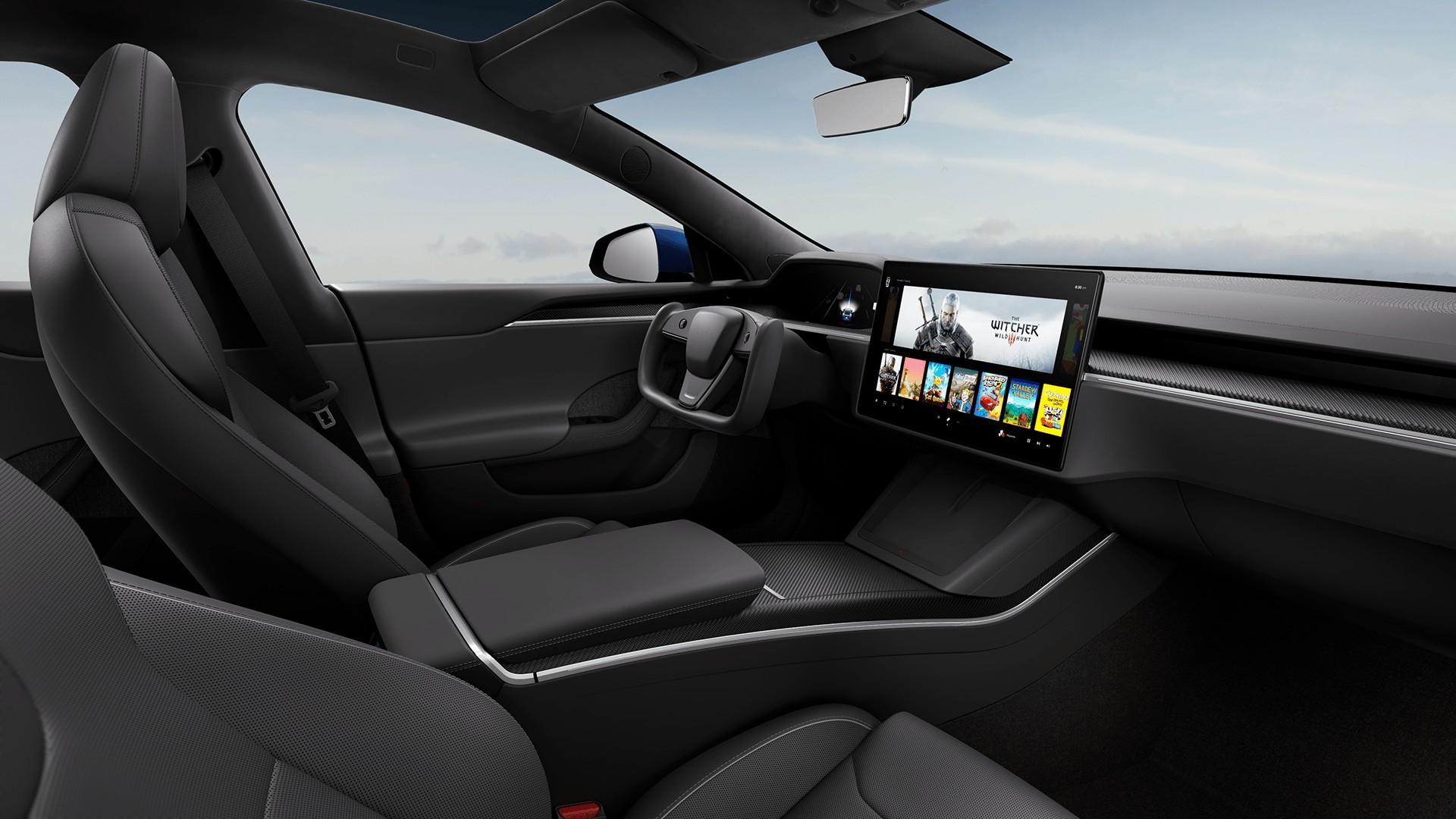Halve stuur in het interieur van de vernieuwde Tesla Model S (2021)
