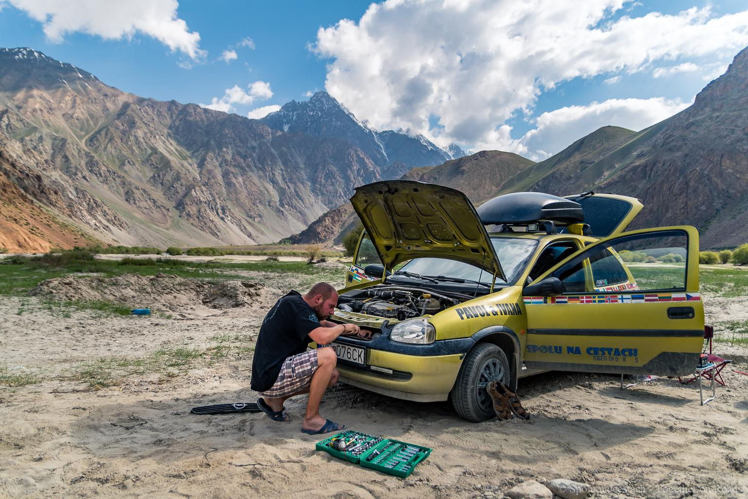 Tajikistan - Pamir Highway, fixinf of small issue