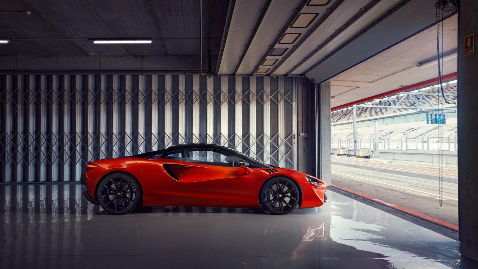 McLaren Artura in de pitsstraat