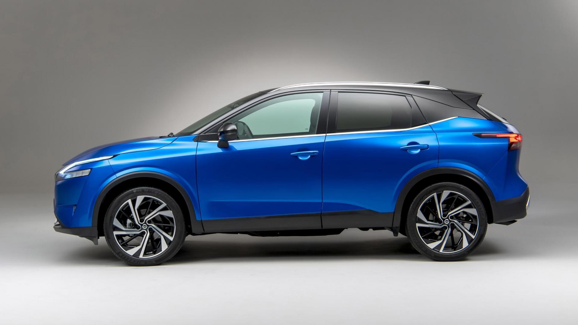 Zijkant Nissan Qashqai 2021 (Blauw)