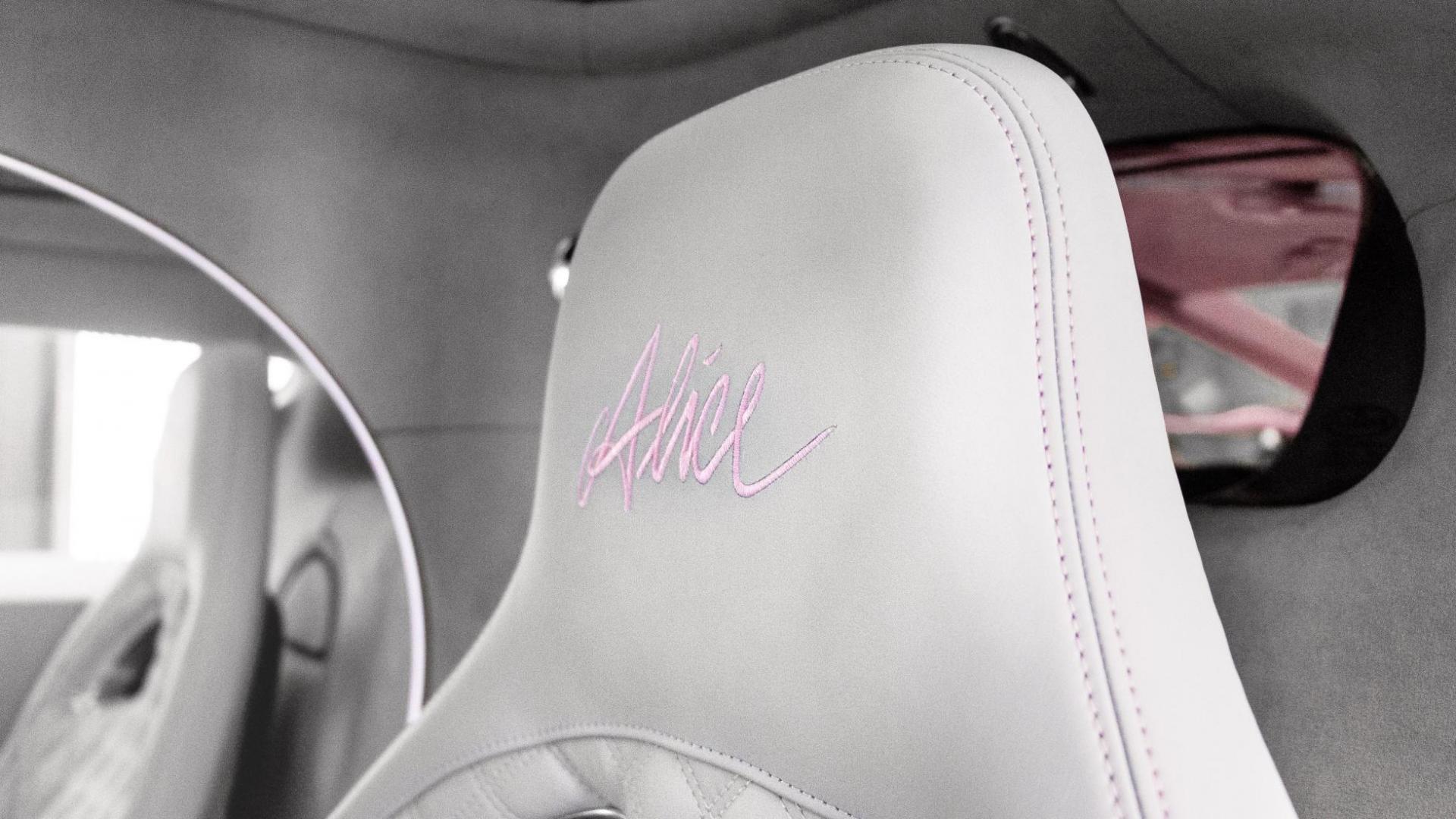Roze Bugatti Chiron Sport