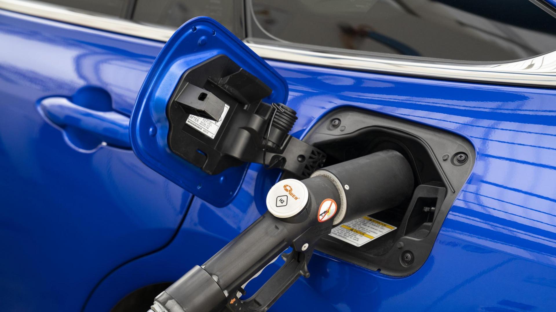 Waterstof tanken met de Toyota Mirai