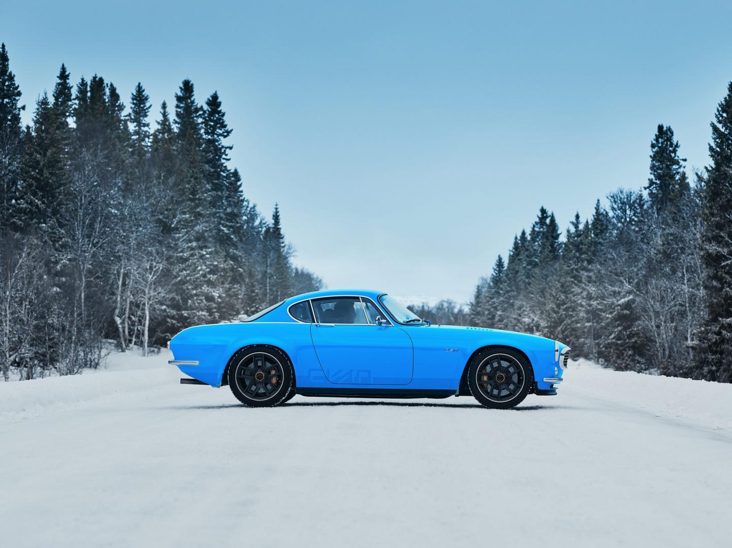 Zijkant Volvo P1800 sneeuw