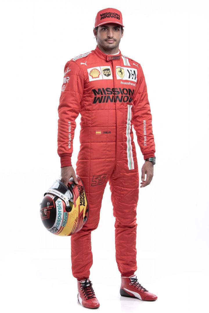 Carlos Sainz Jr. in Ferrari-outfit