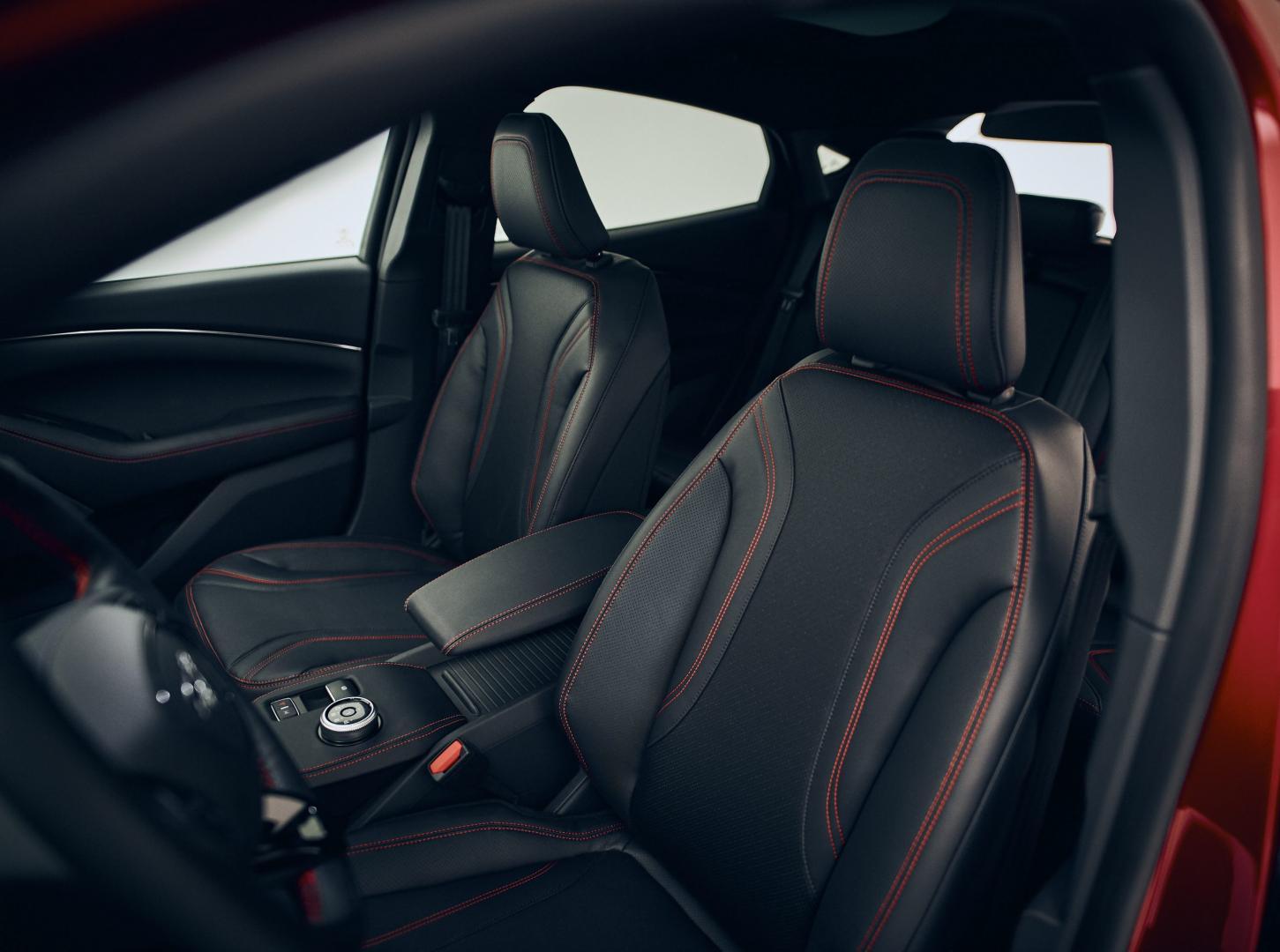 Stoelen Ford Mustang Mach-e AWD Extended Range