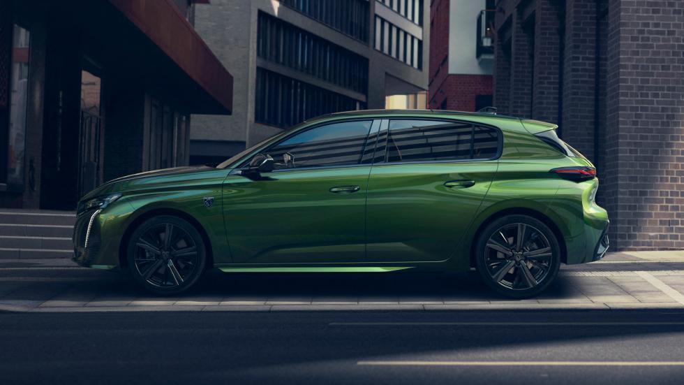Zijkant Peugeot 308 (2021) in het groen