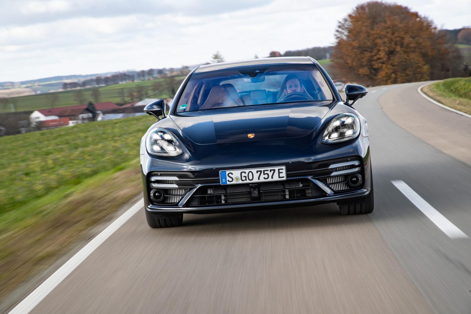 Porsche Panamera Turbo S E-Hybrid Sport Turismo voorkant