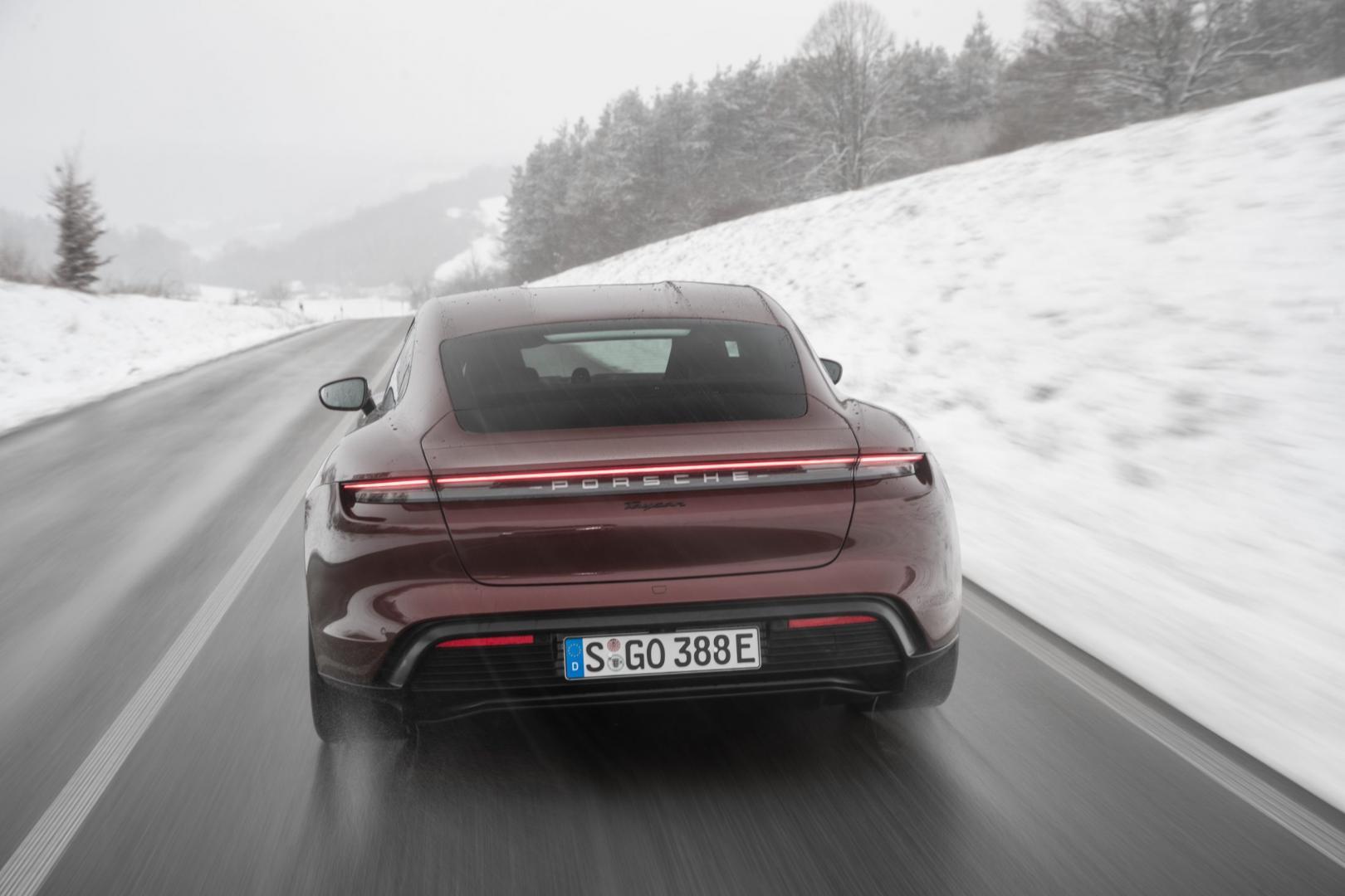 Achterkant Porsche Taycan Performance Plus Accu