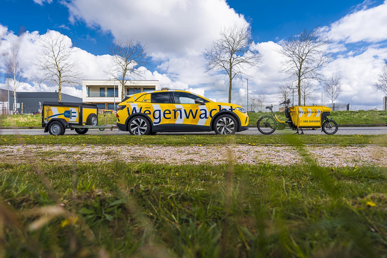 Volkswagen ID.4 met aanhanger voor elektrische auto's op te laden