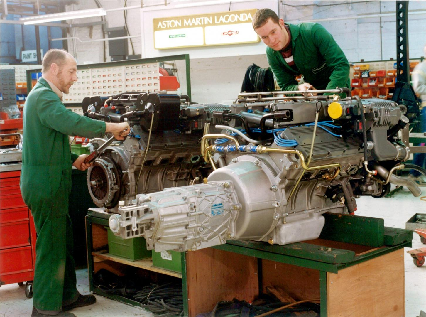 Motor Aston Martin Vantage V600
