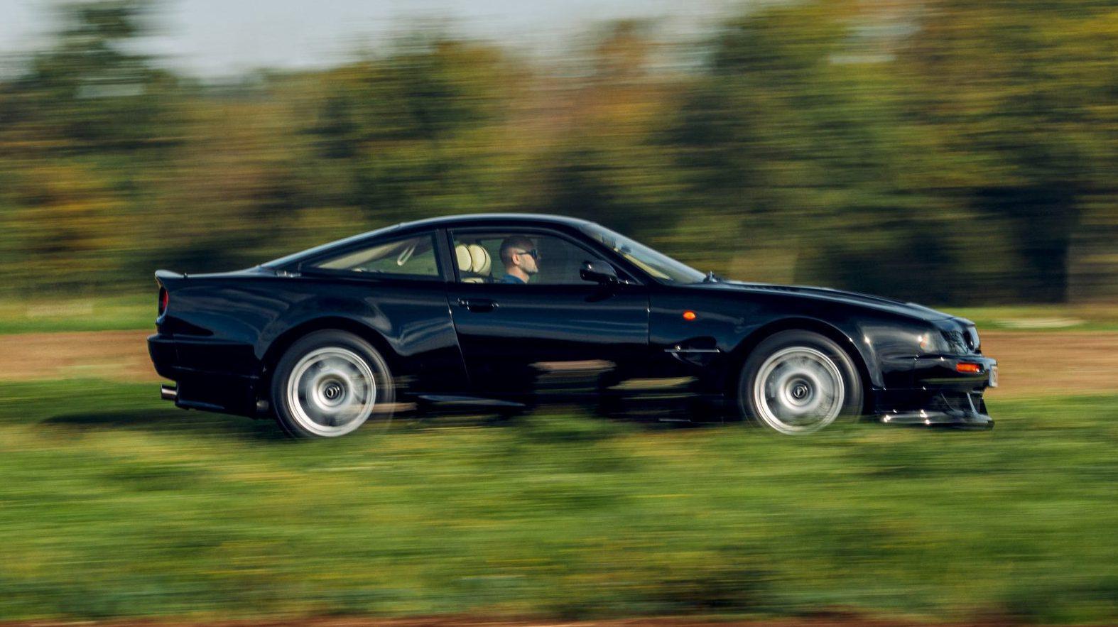 Zijkant Aston Martin Vantage V600