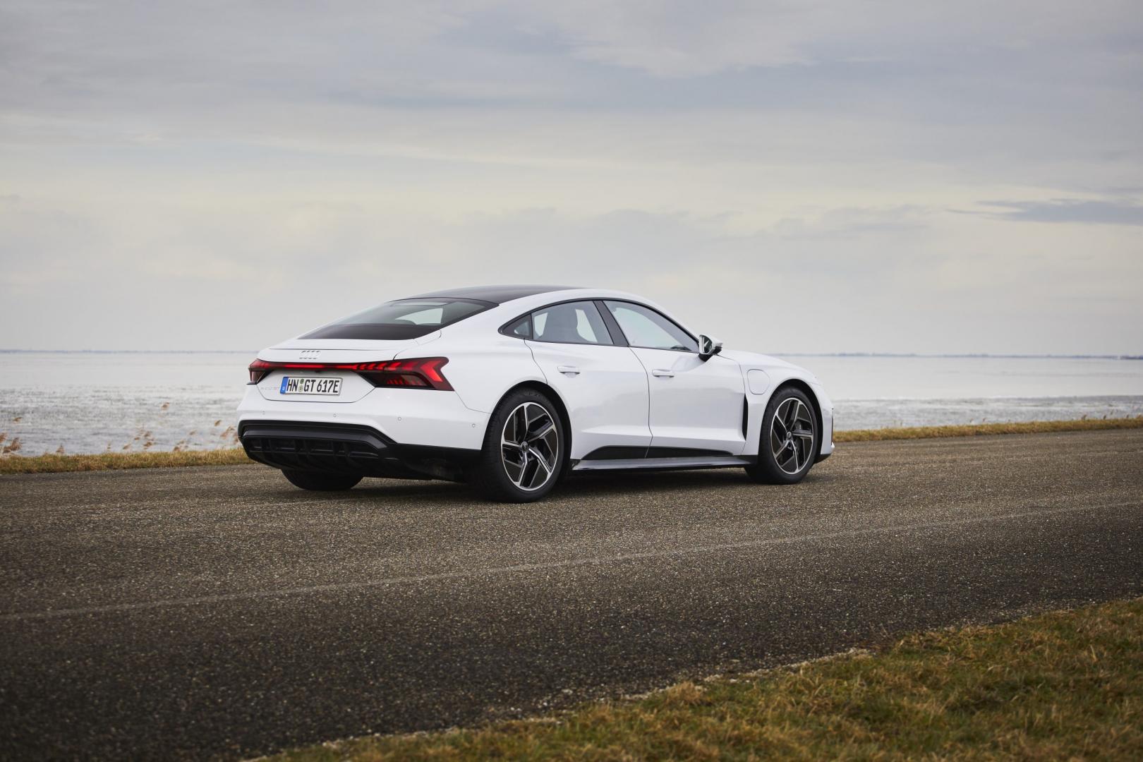Achterkant Audi e-tron GT 60 Quattro