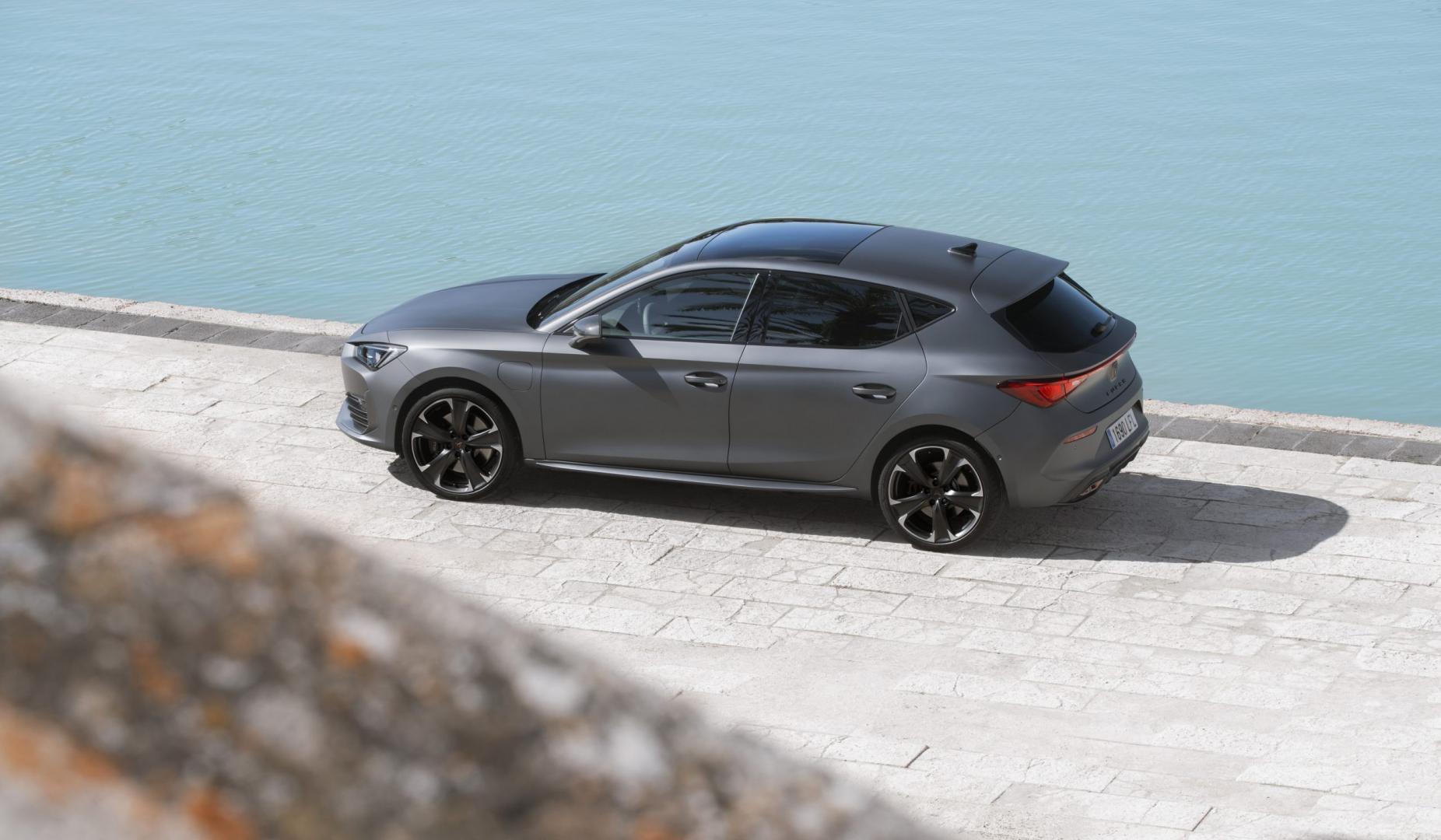 Zijkant Cupra Leon e-Hybrid Performance