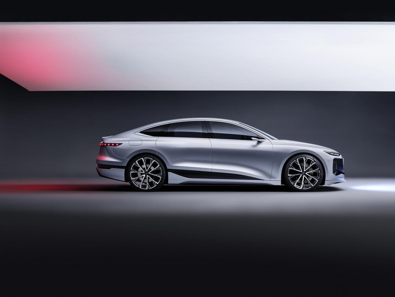 Zijkant Elektrische Audi A6 e-tron (2021)