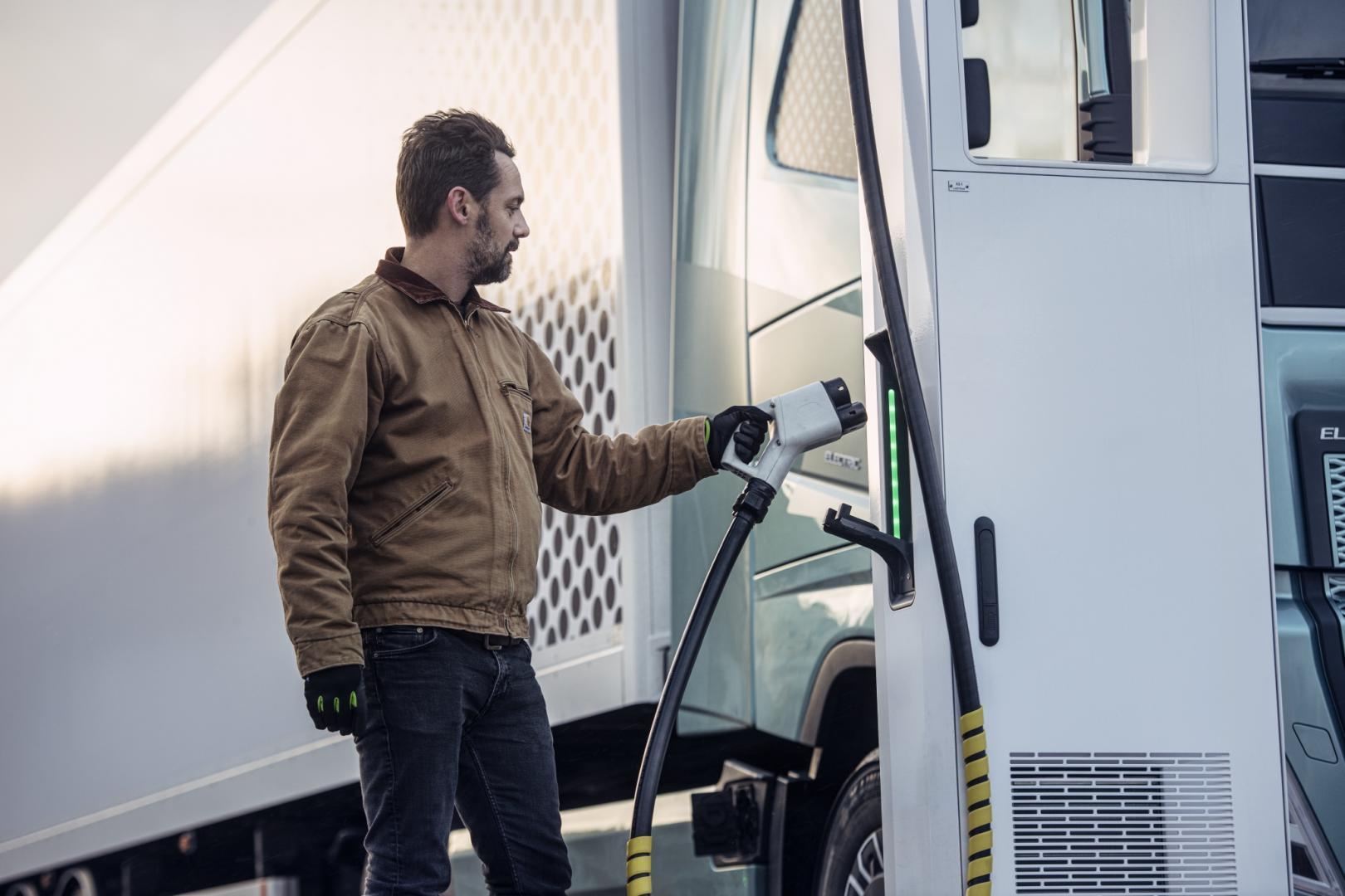 Laden van Elektrische Volvo-vrachtwagens