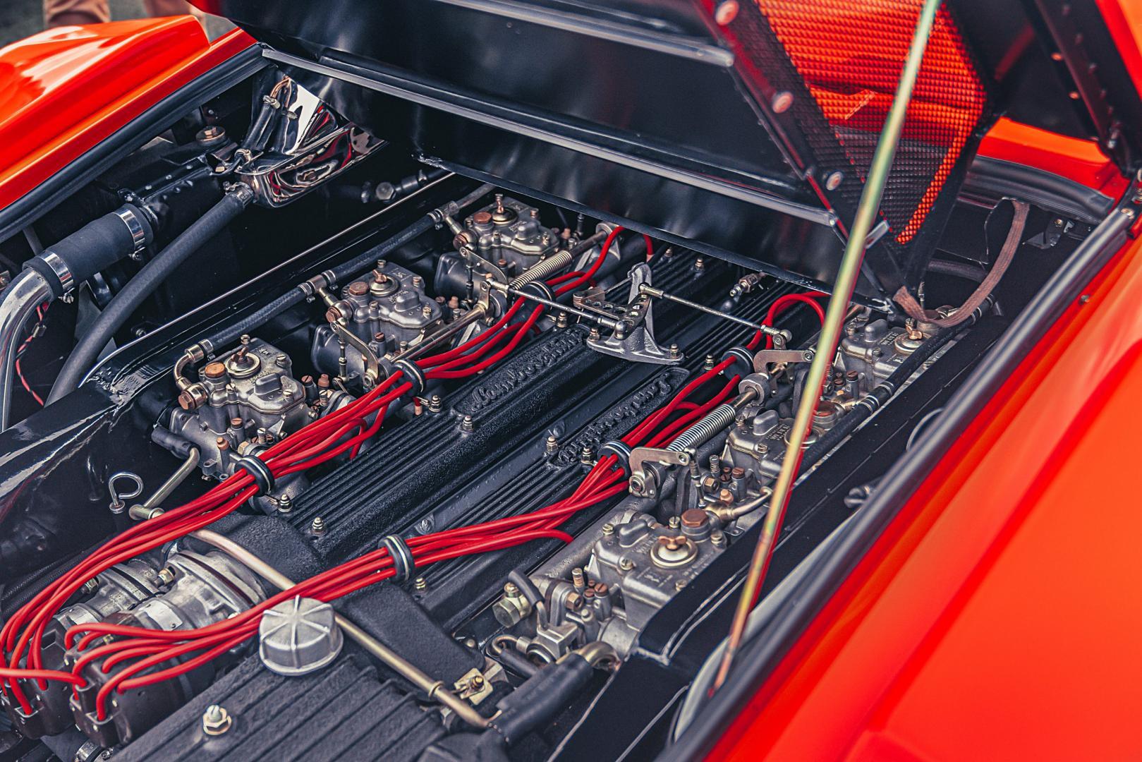 Lamborghini Countach (rood) v12-motor