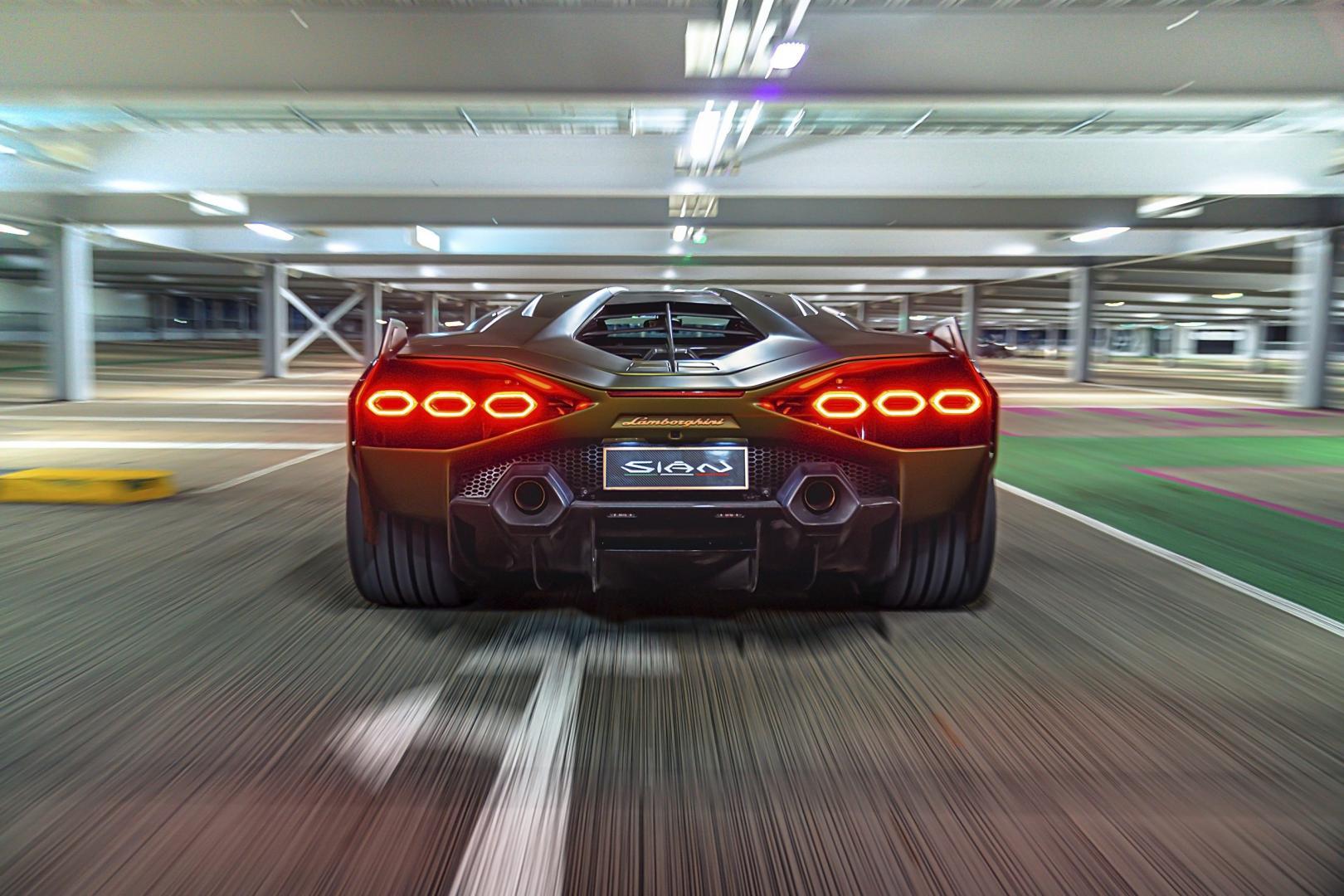 Achterkant Lamborghini Sian (2021)