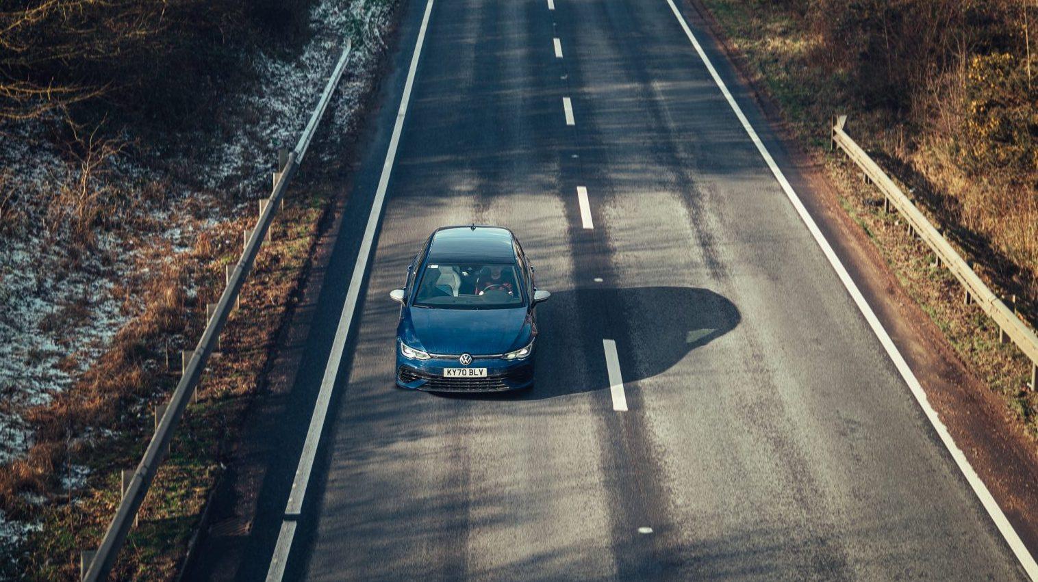 Volkswagen Golf 8 R (2021) op de snelweg