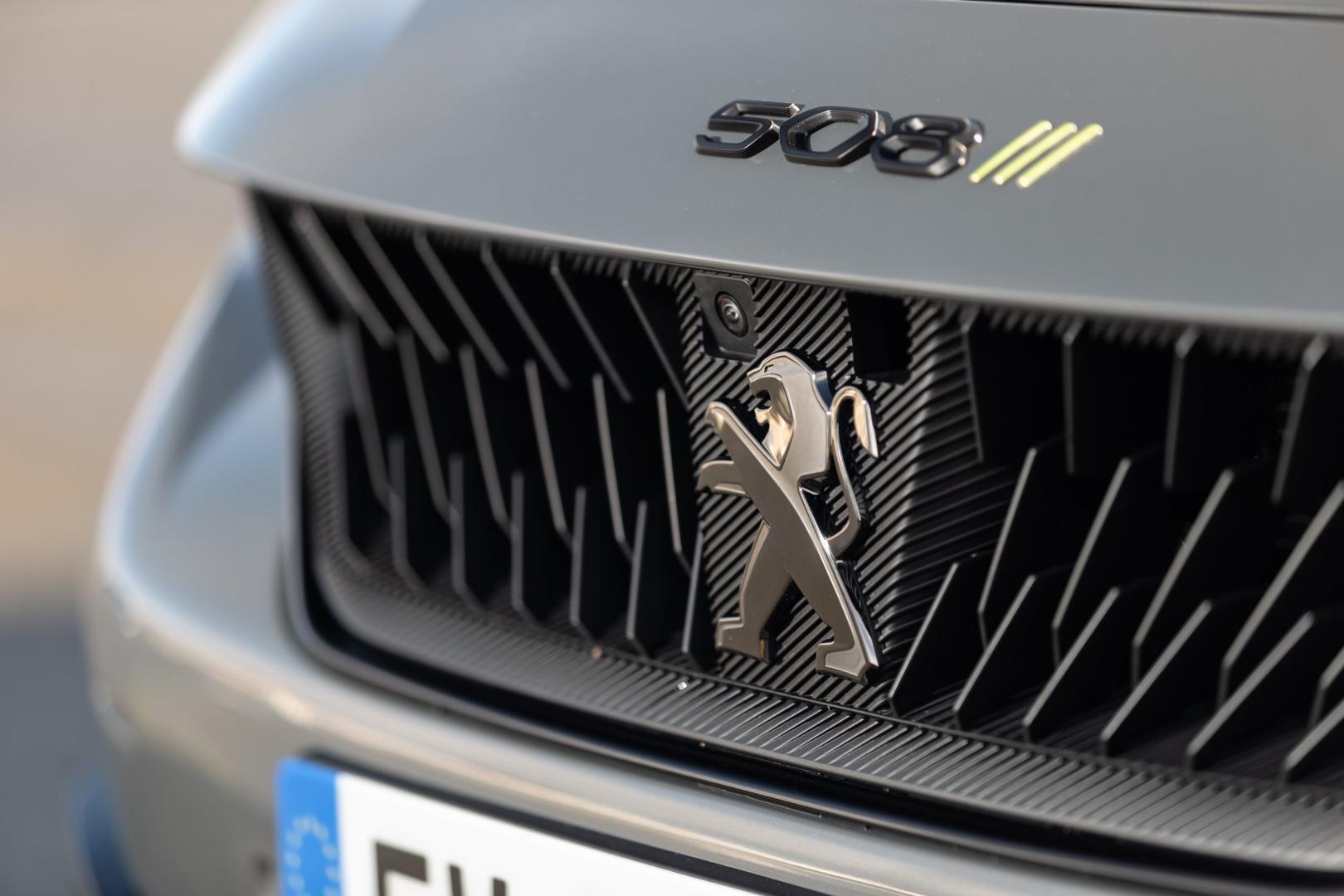 Peugeot 508 PSE HYbrid 360 grille en logo (badge)