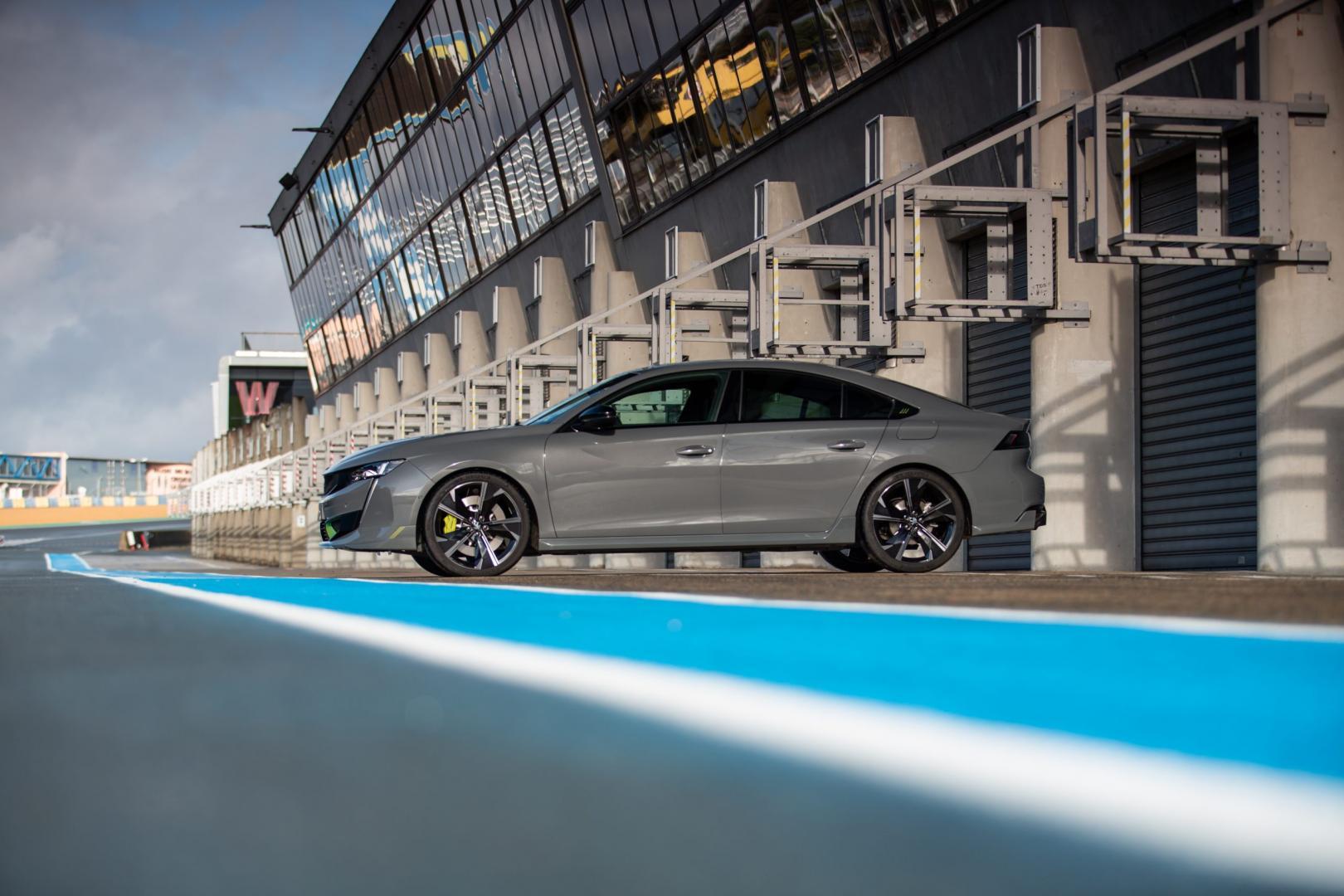 Peugeot 508 PSE HYbrid 360 zijkant pits