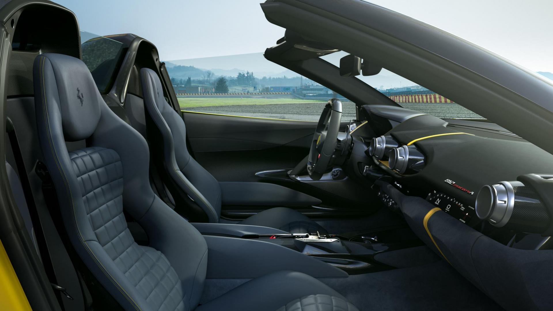 Ferrari 812 Competizione A interieur